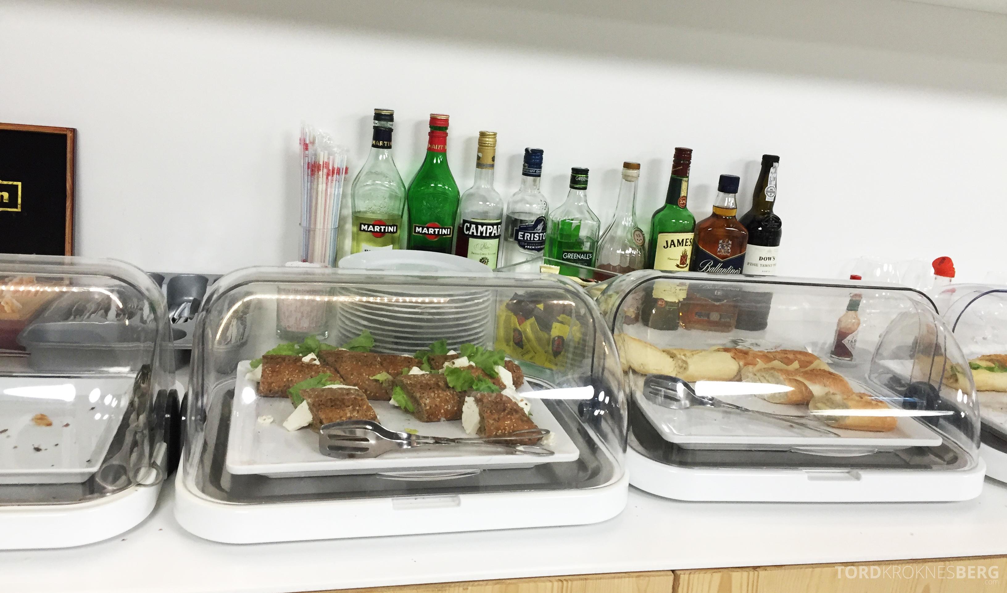 ANA Lounge Lisboa buffet