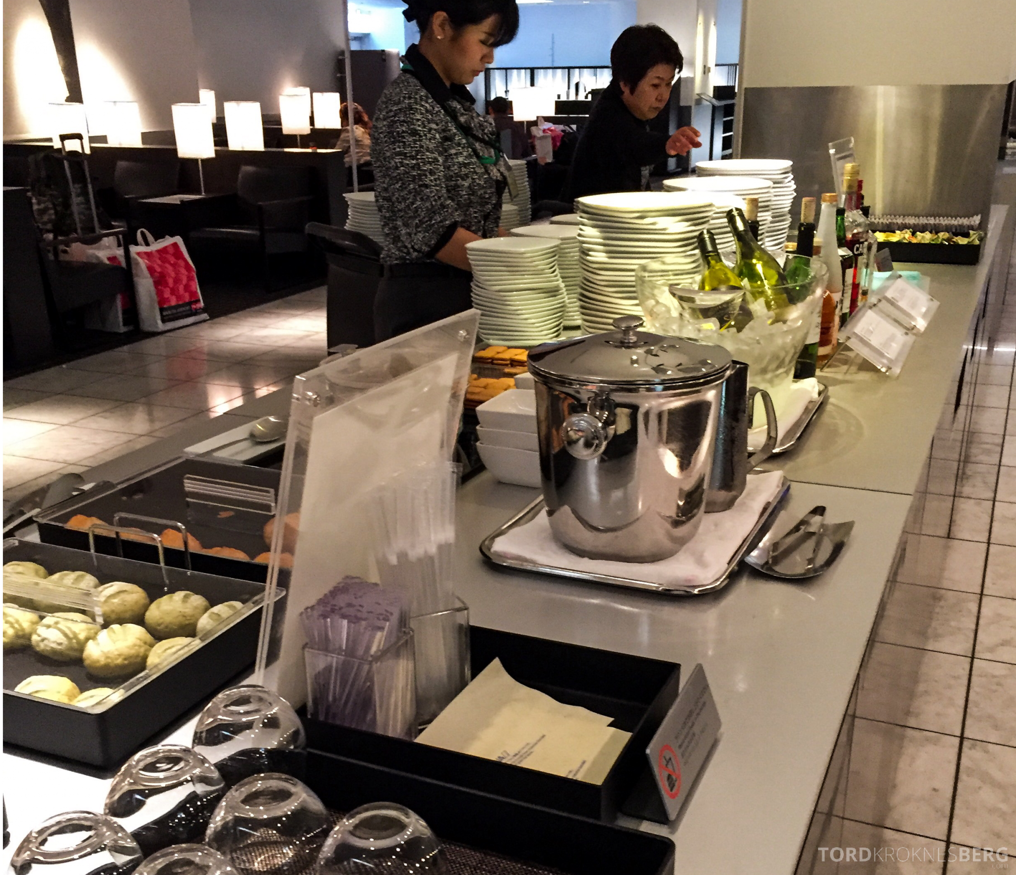 ANA Lounge Tokyo Narita buffet