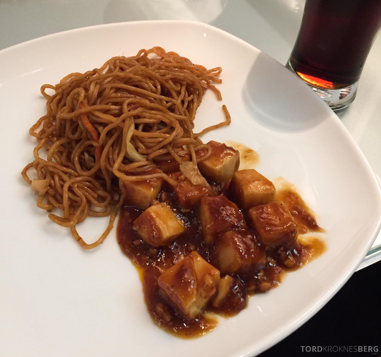 ANA Lounge Tokyo Narita mat på fat
