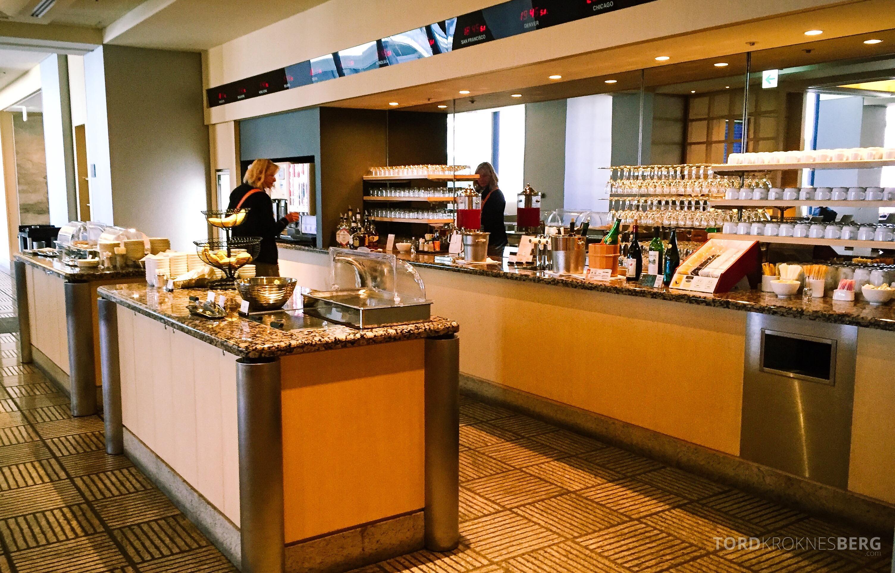 United Club Lounge Tokyo buffet