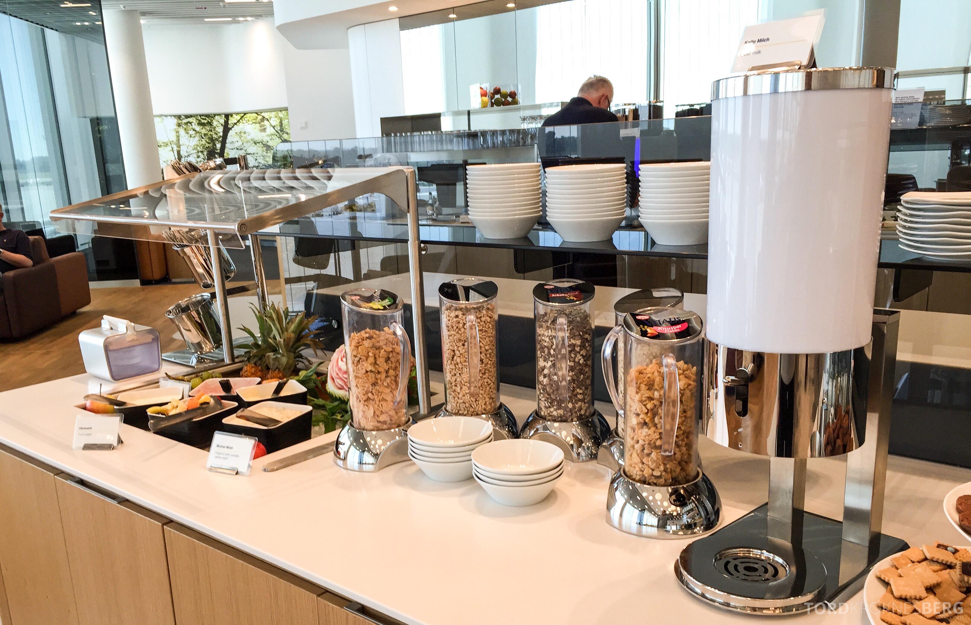 Lufthansa Senator Lounge München frokostbuffet