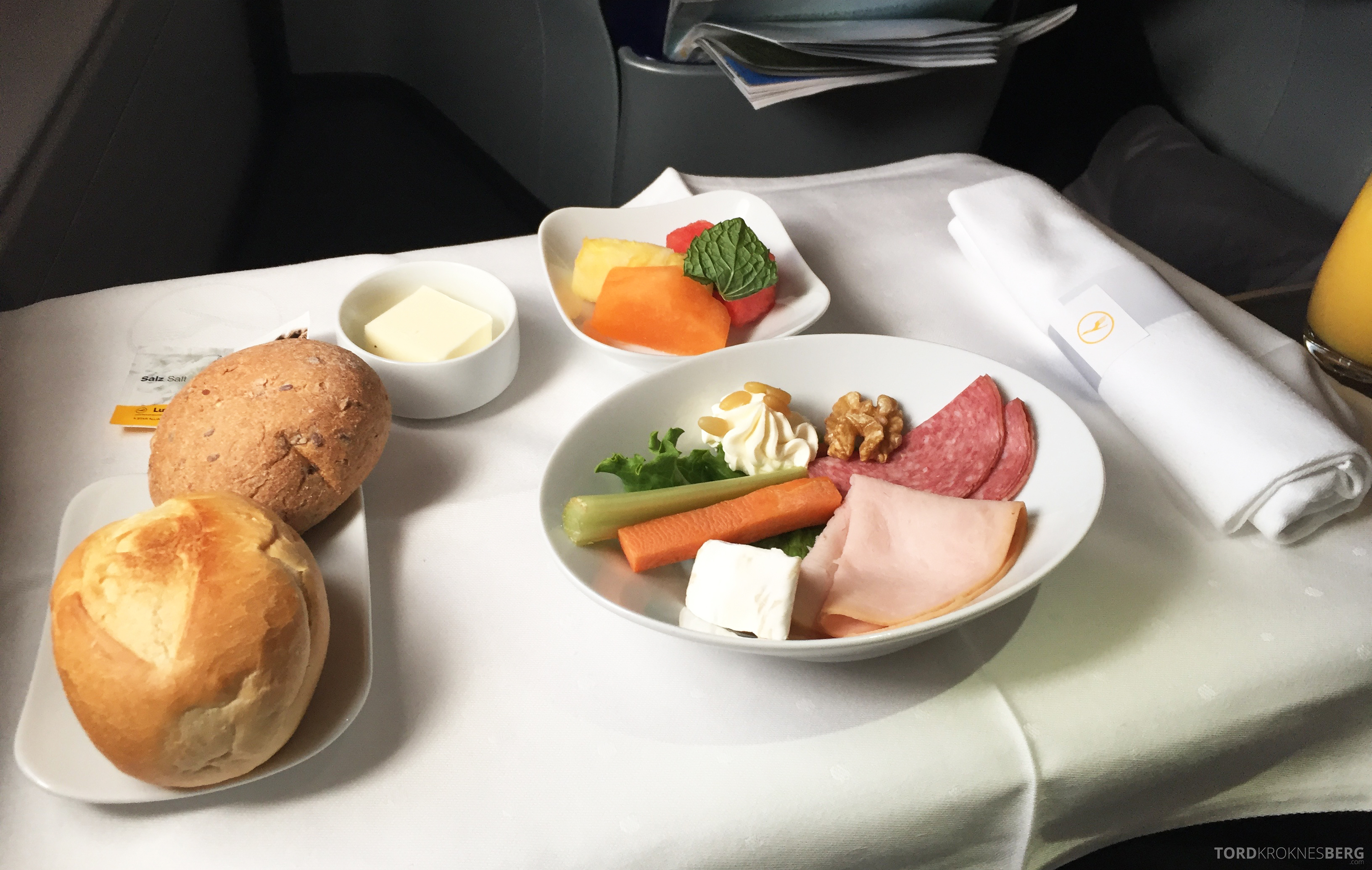 Lufthansa A380 Business Class Houston Frankfurt frokost