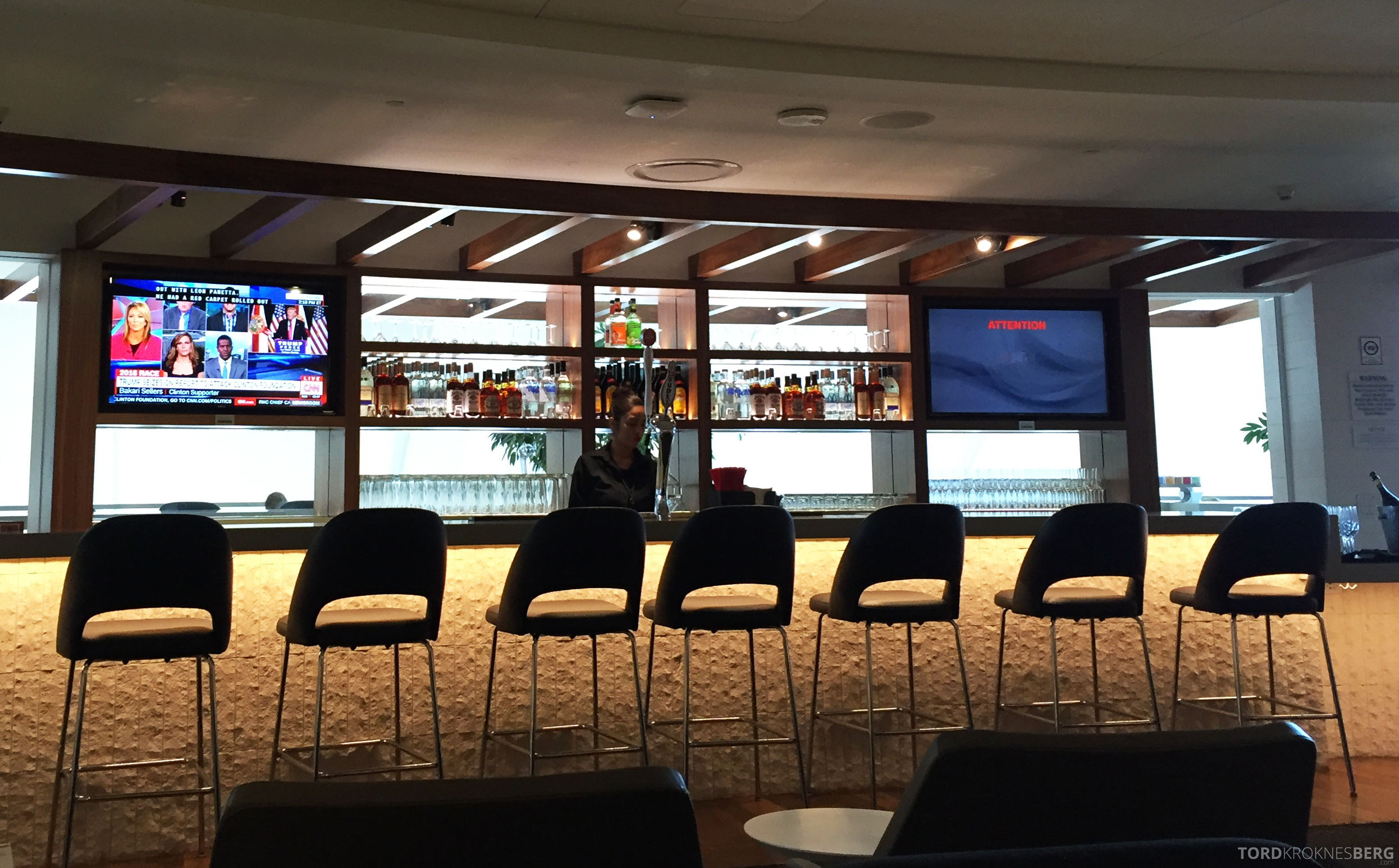Star Alliance Gold Lounge LAX bar
