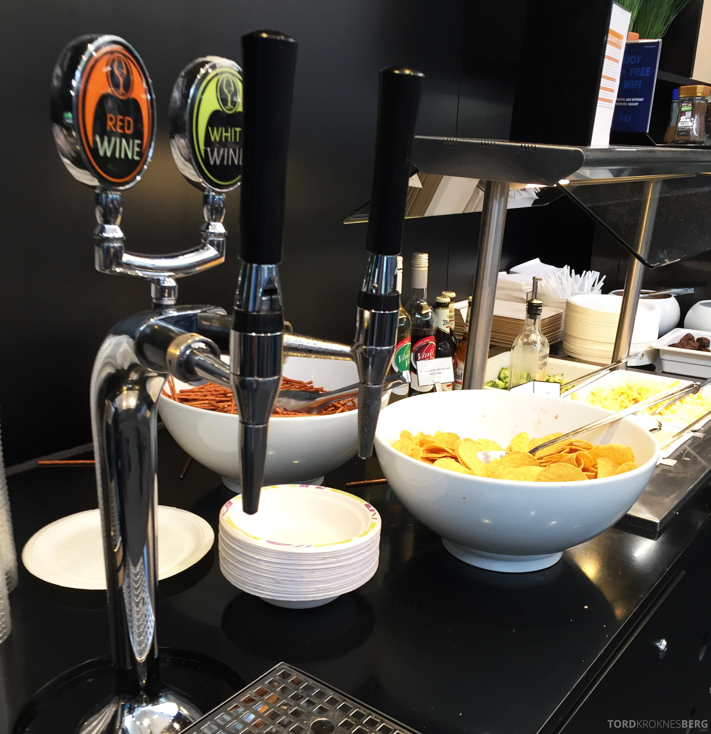 SAS Innenrikslounge Oslo øl og chips
