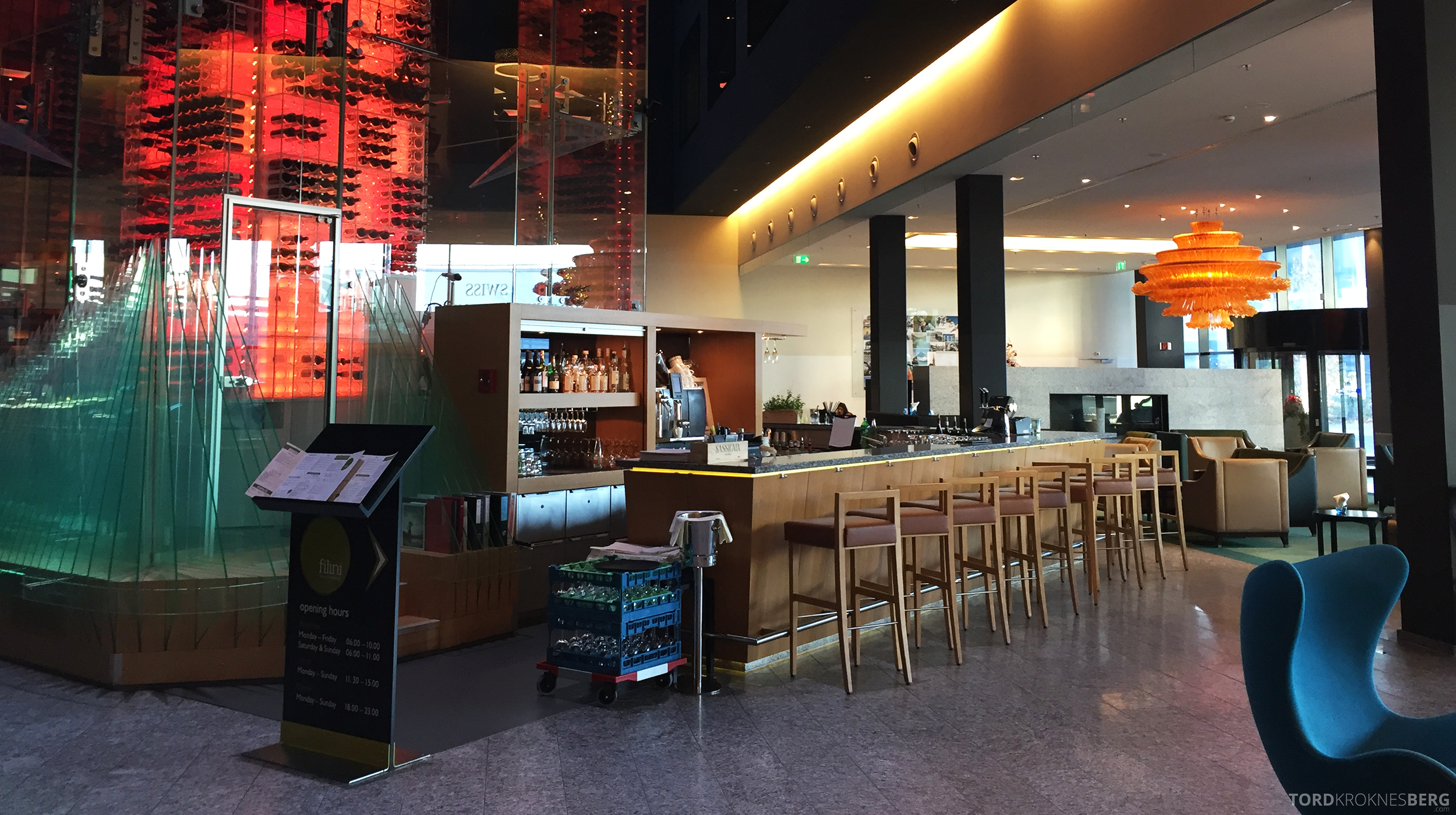 Radisson Blu Zurich Airport Hotel bar