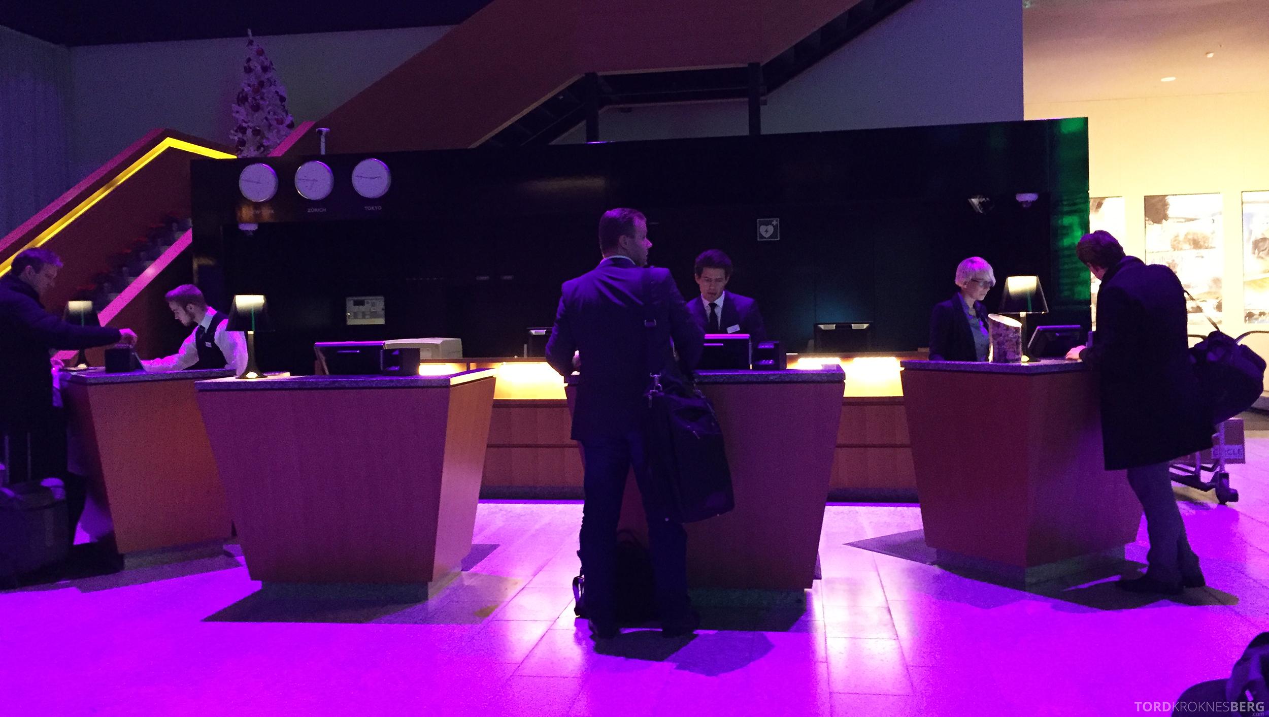 Radisson Blu Zurich Airport Hotel resepsjon