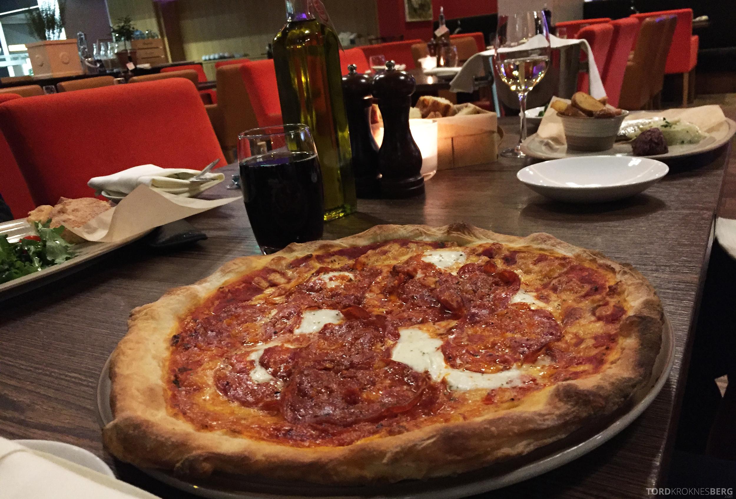 Radisson Blu Zurich Airport Hotel pizza