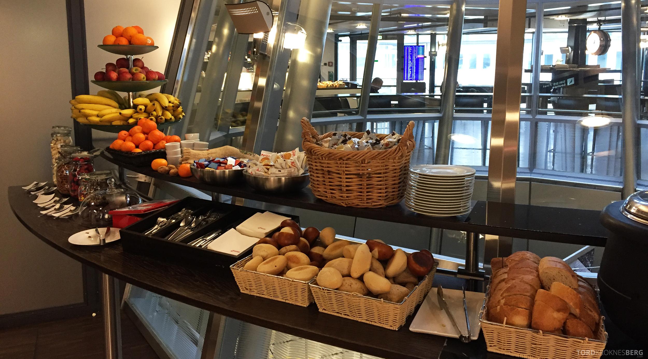 Swiss Senator Lounge Zurich suppe og brød
