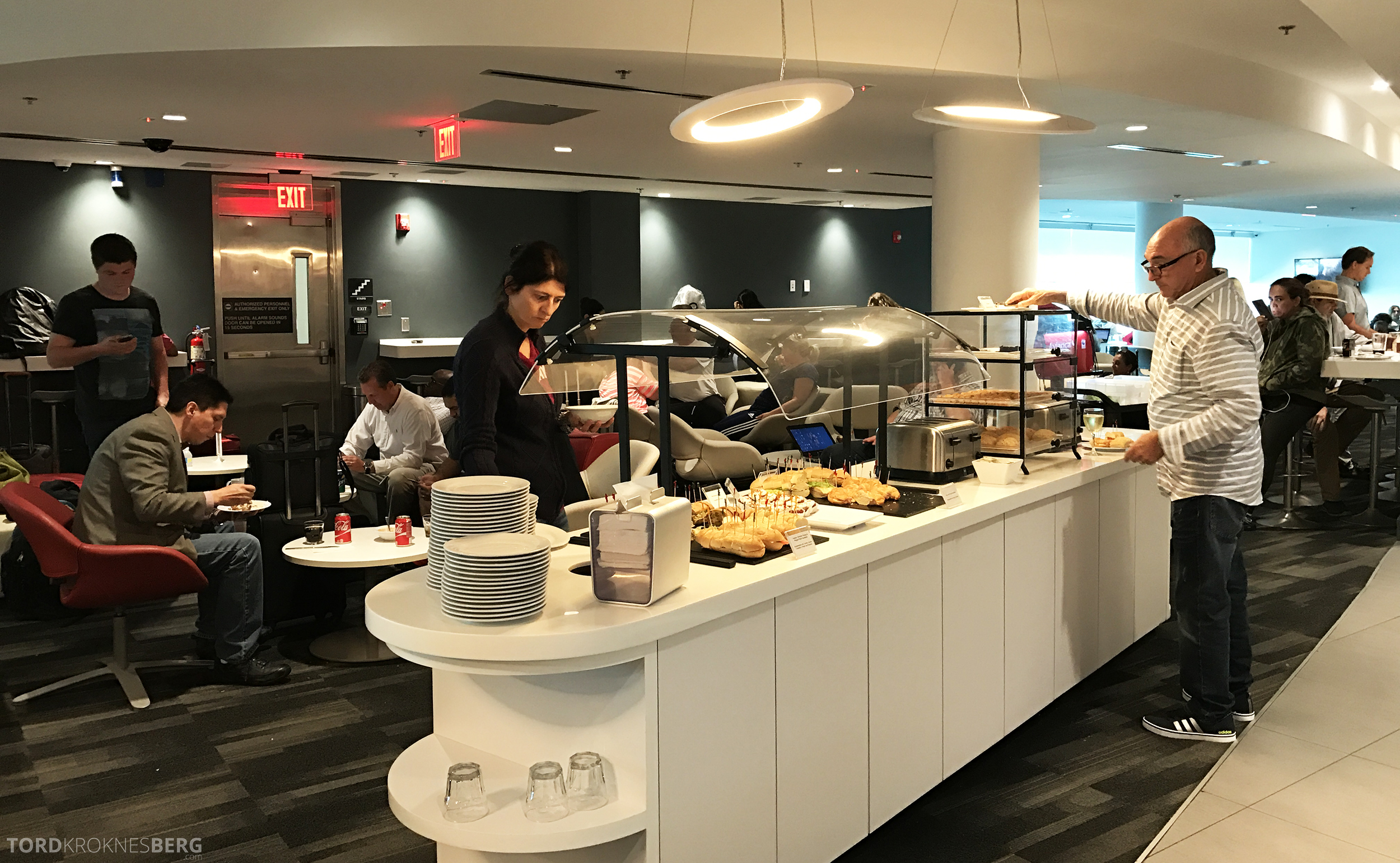 Avianca VIP Lounge Miami buffet