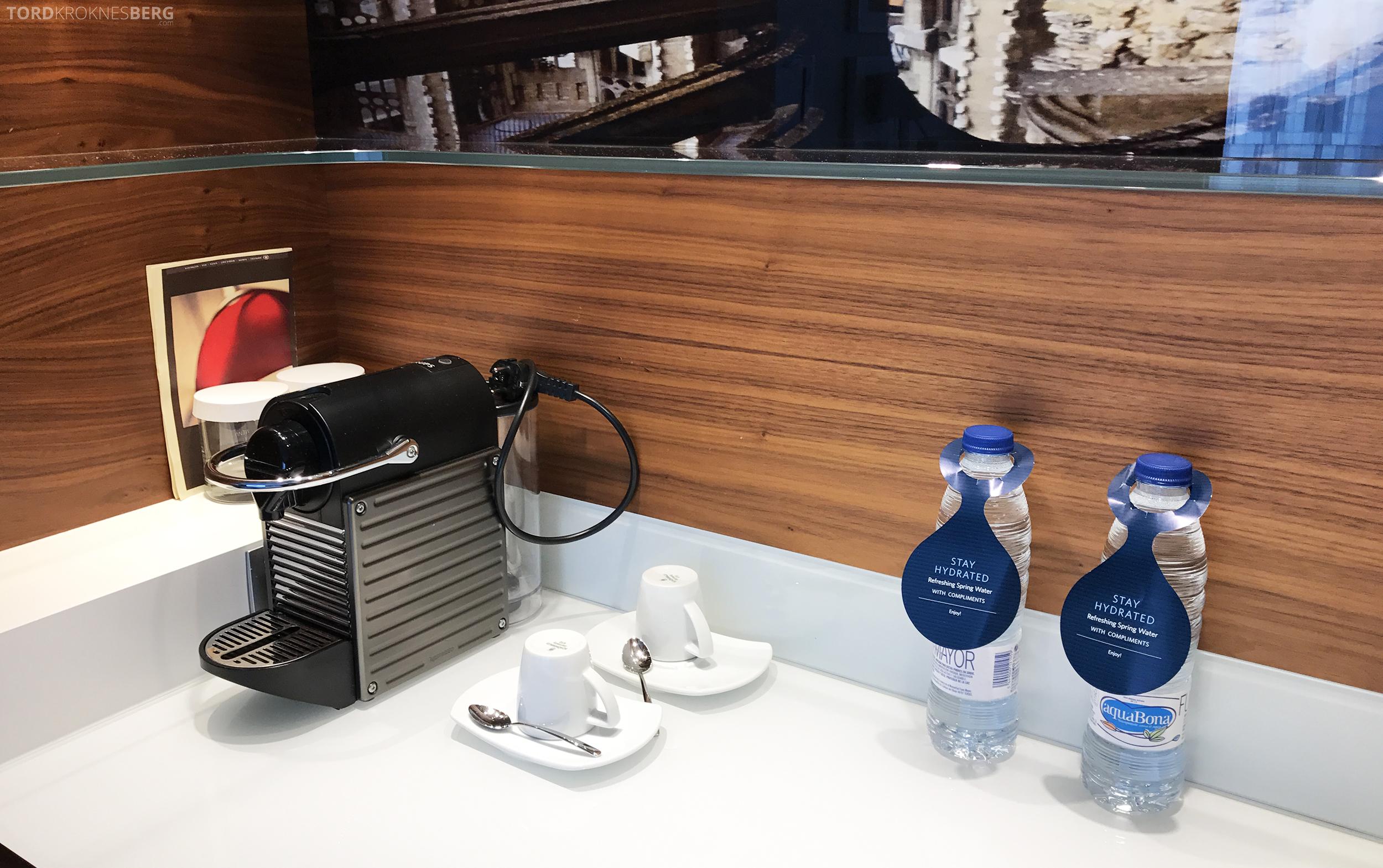 Hilton Barcelona kaffemaskin og vann