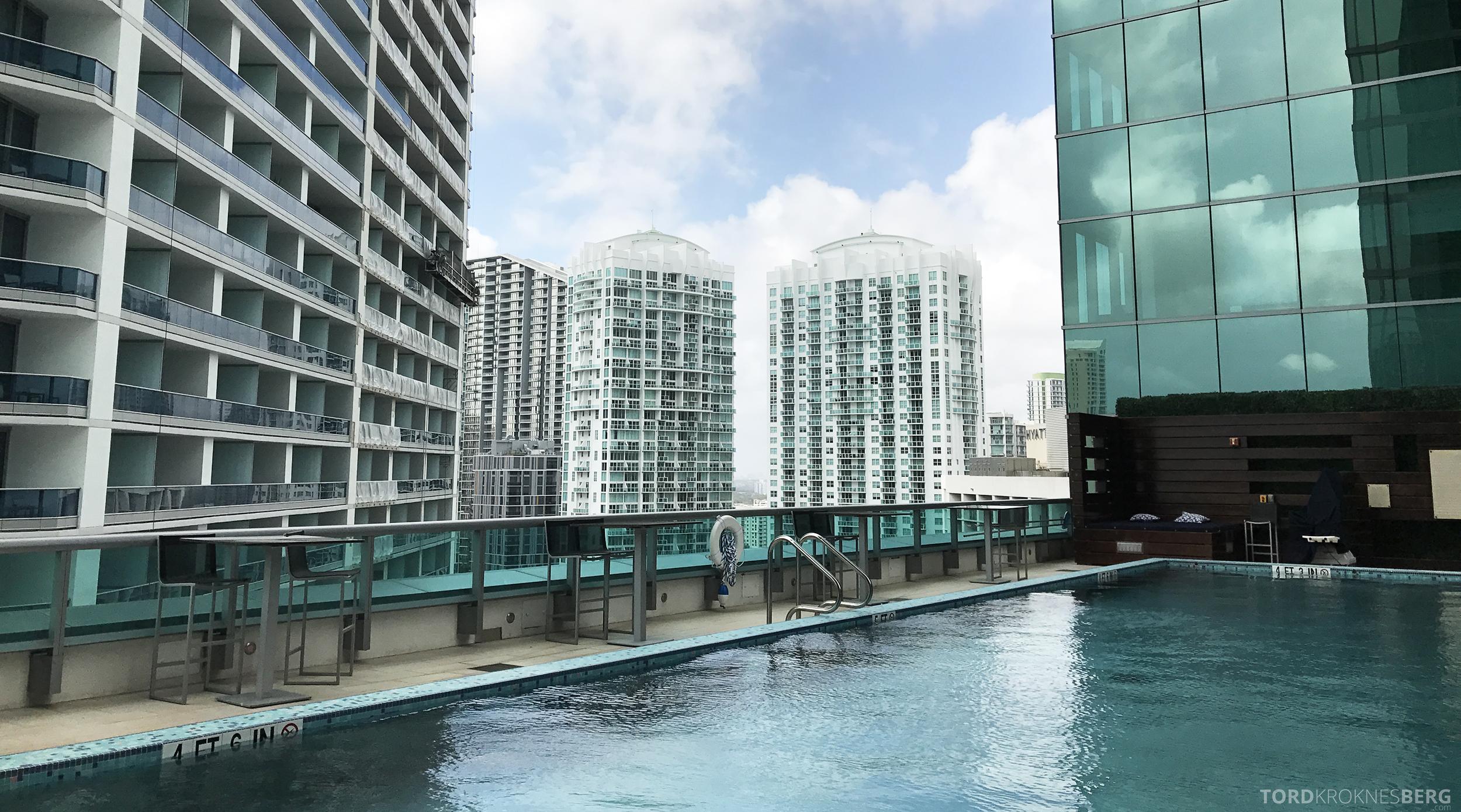 JW Marriott Marquis Miami basseng