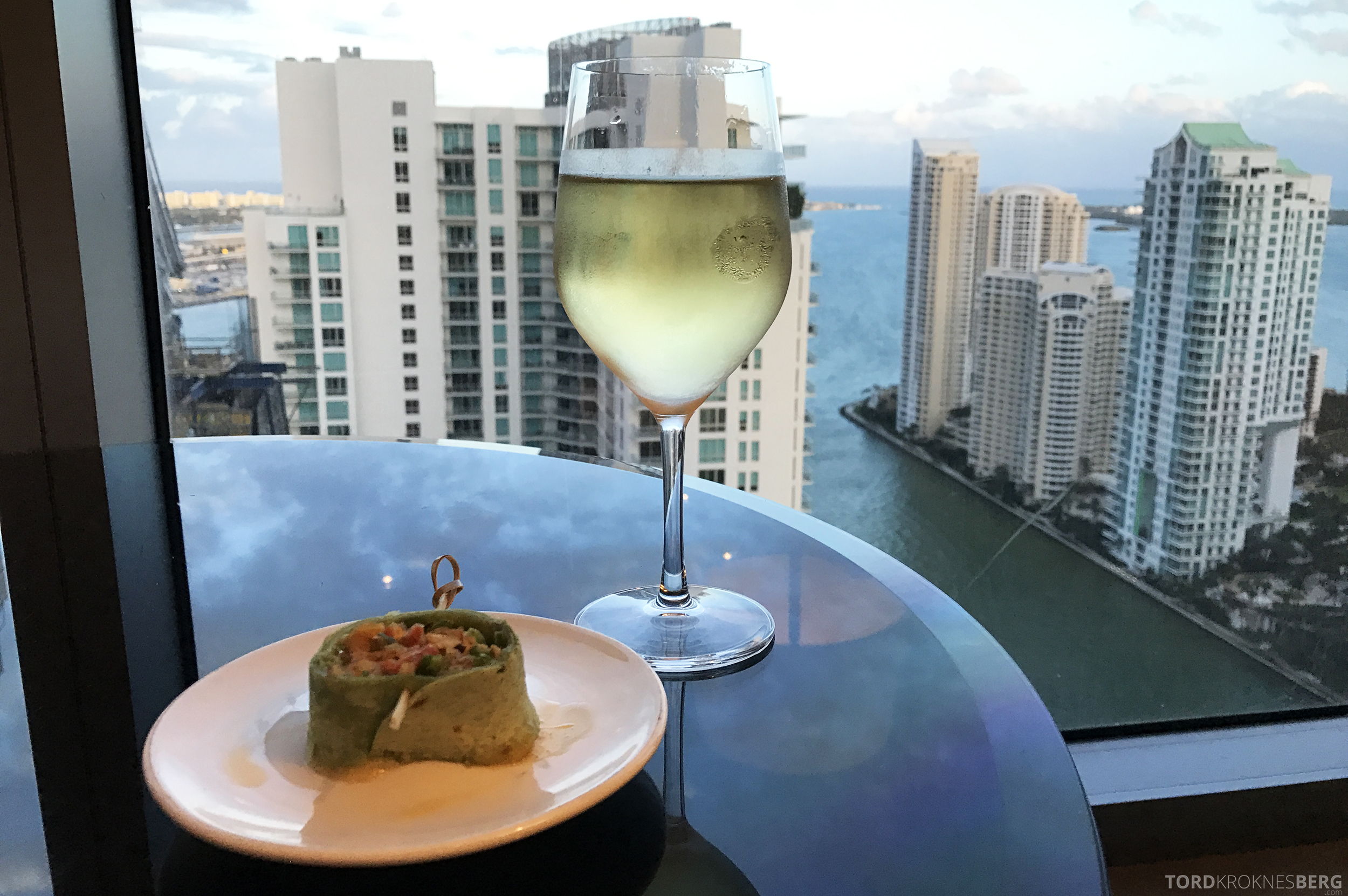 JW Marriott Marquis Miami Executive Lounge hors d'oeuvre med utsikt