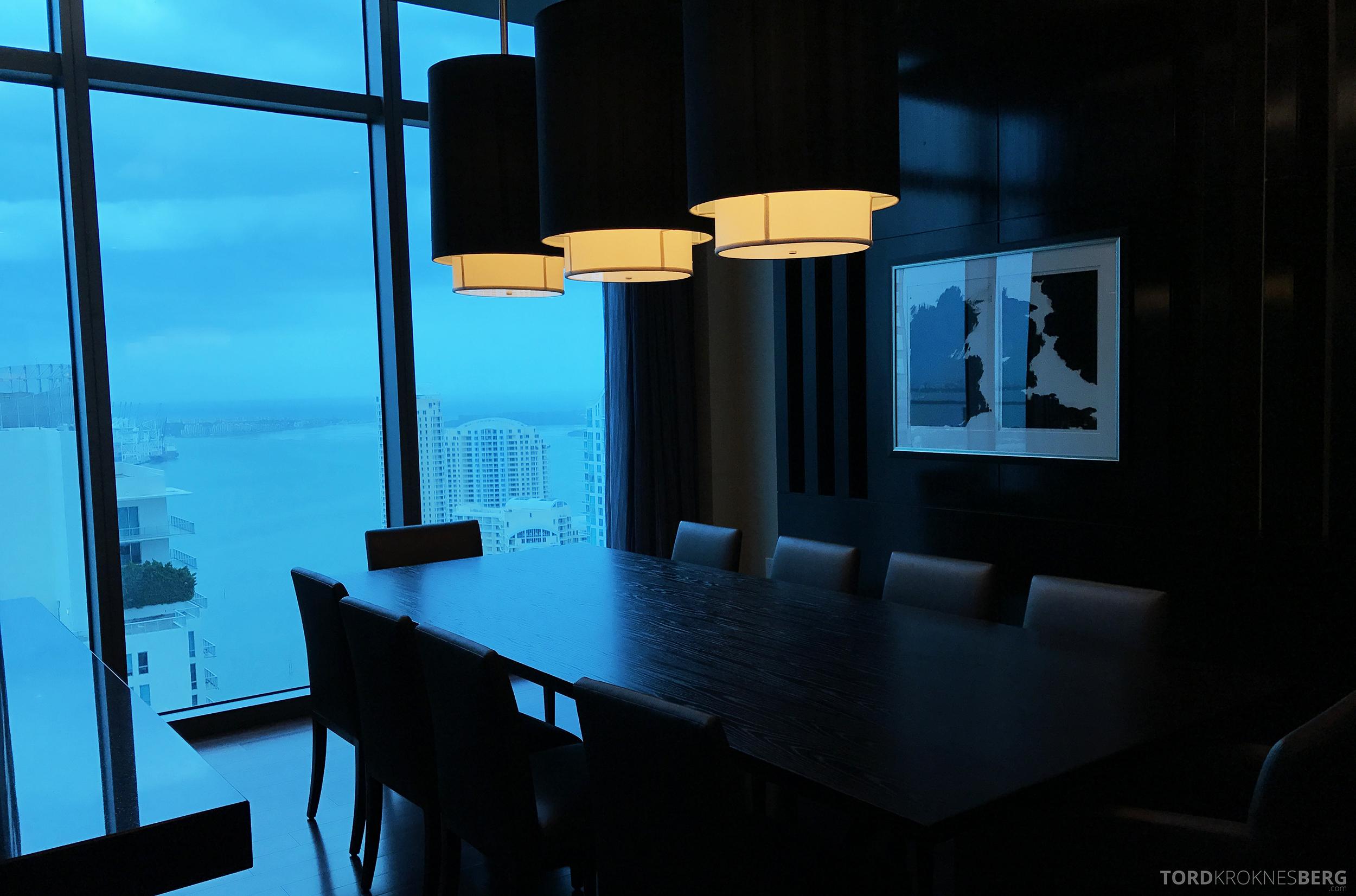 Presidential Suite JW Marriott Marquis Miami spisebord