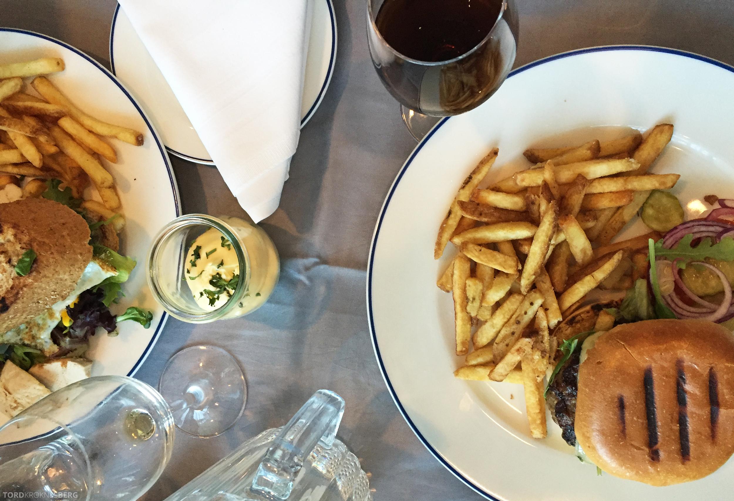 Radisson Blu Oslo Airport Hotel Junior Suite burger og sandwich