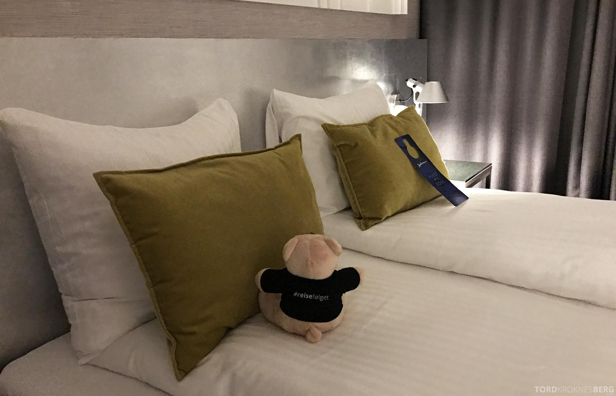 Radisson Blu Oslo Airport Hotel suite reisefølget seng