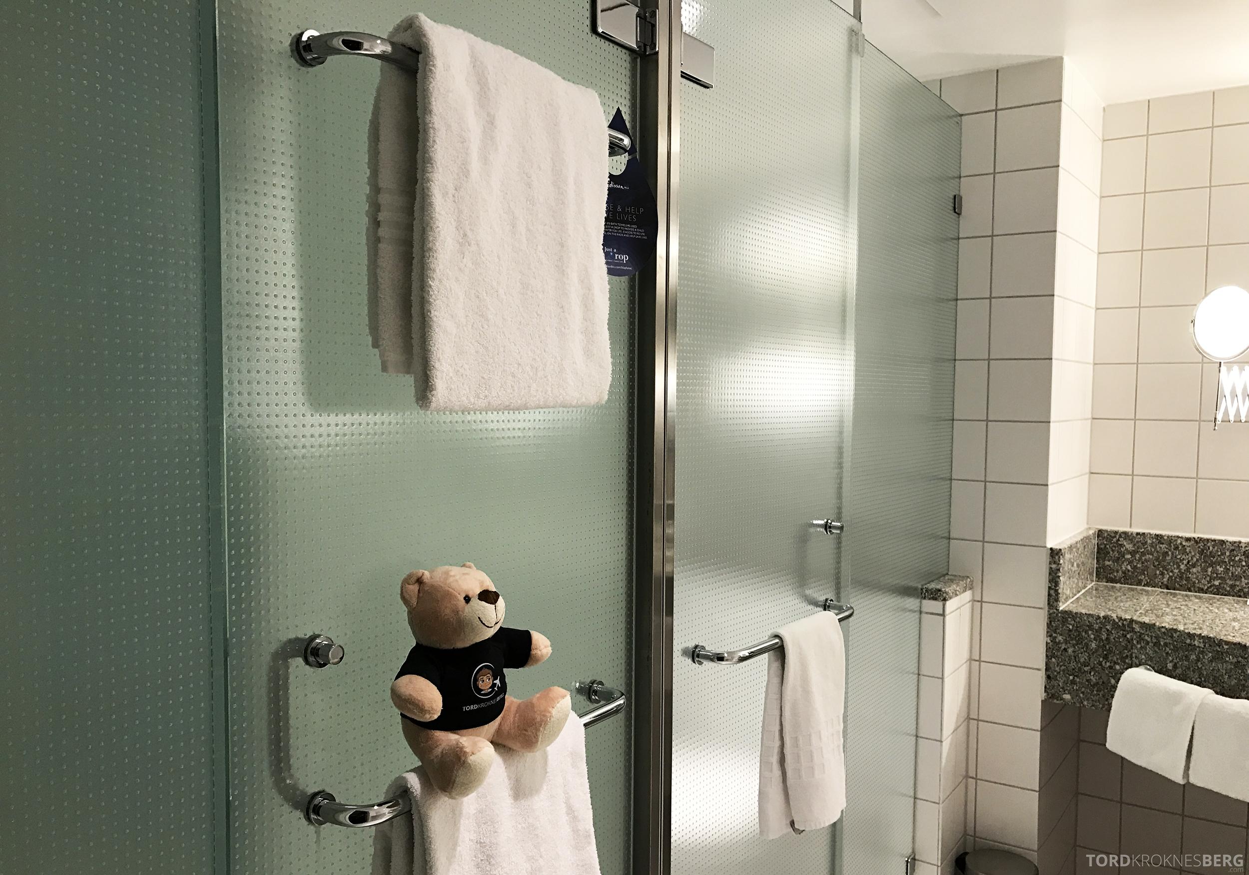 Radisson Blu Oslo Airport Hotel suite reisefølget bad