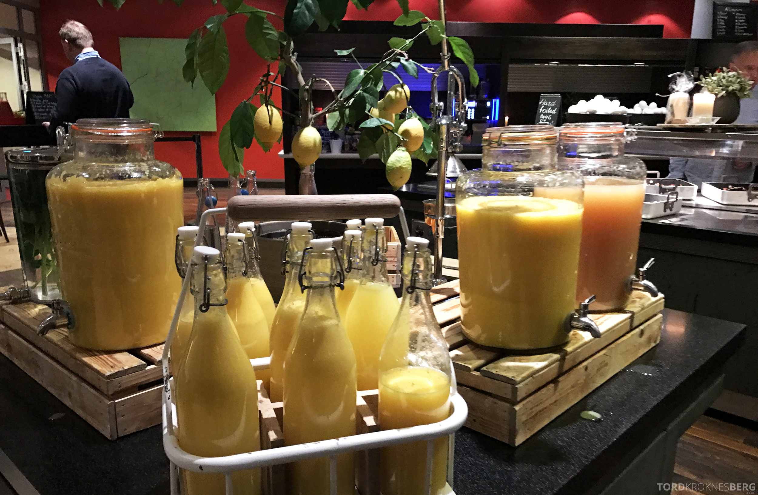 Radisson Blu Oslo Airport Hotel suite frokost juice