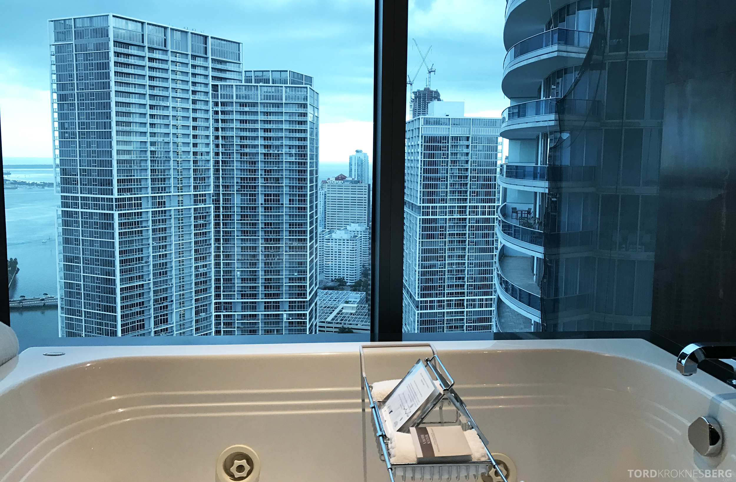 Vice Presidential Suite JW Marriott Marquis Miami badekar