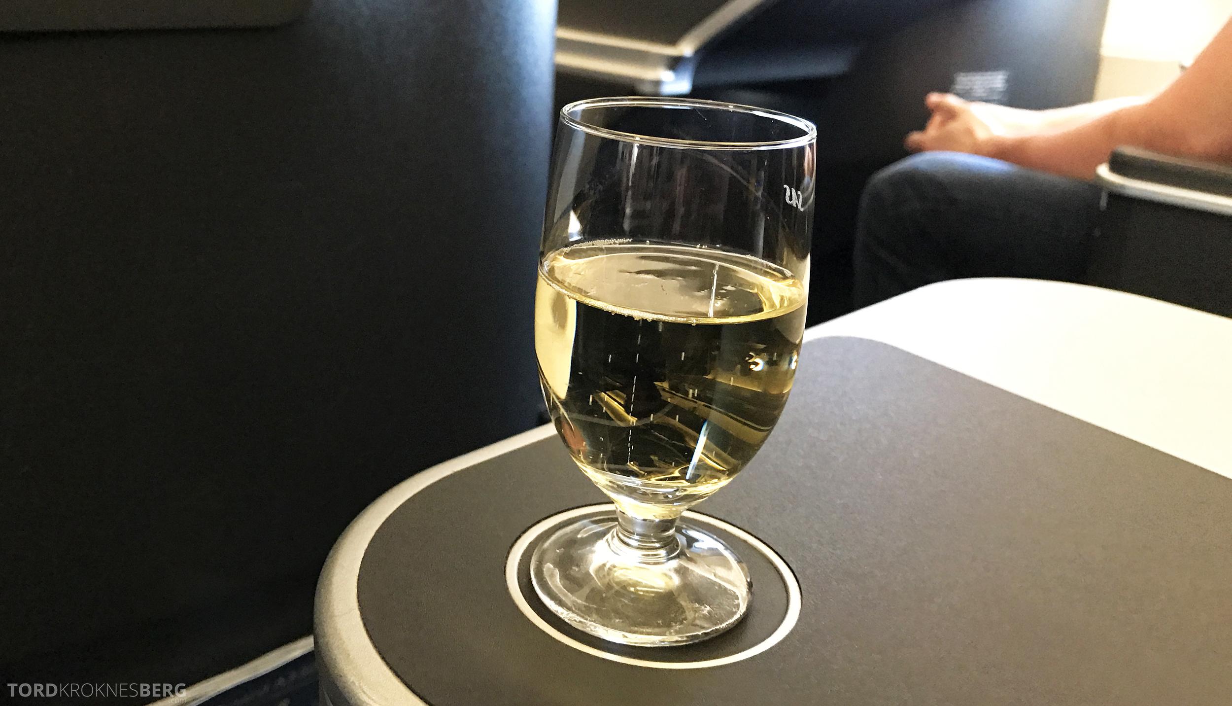 SAS Business Class Miami Oslo champagne