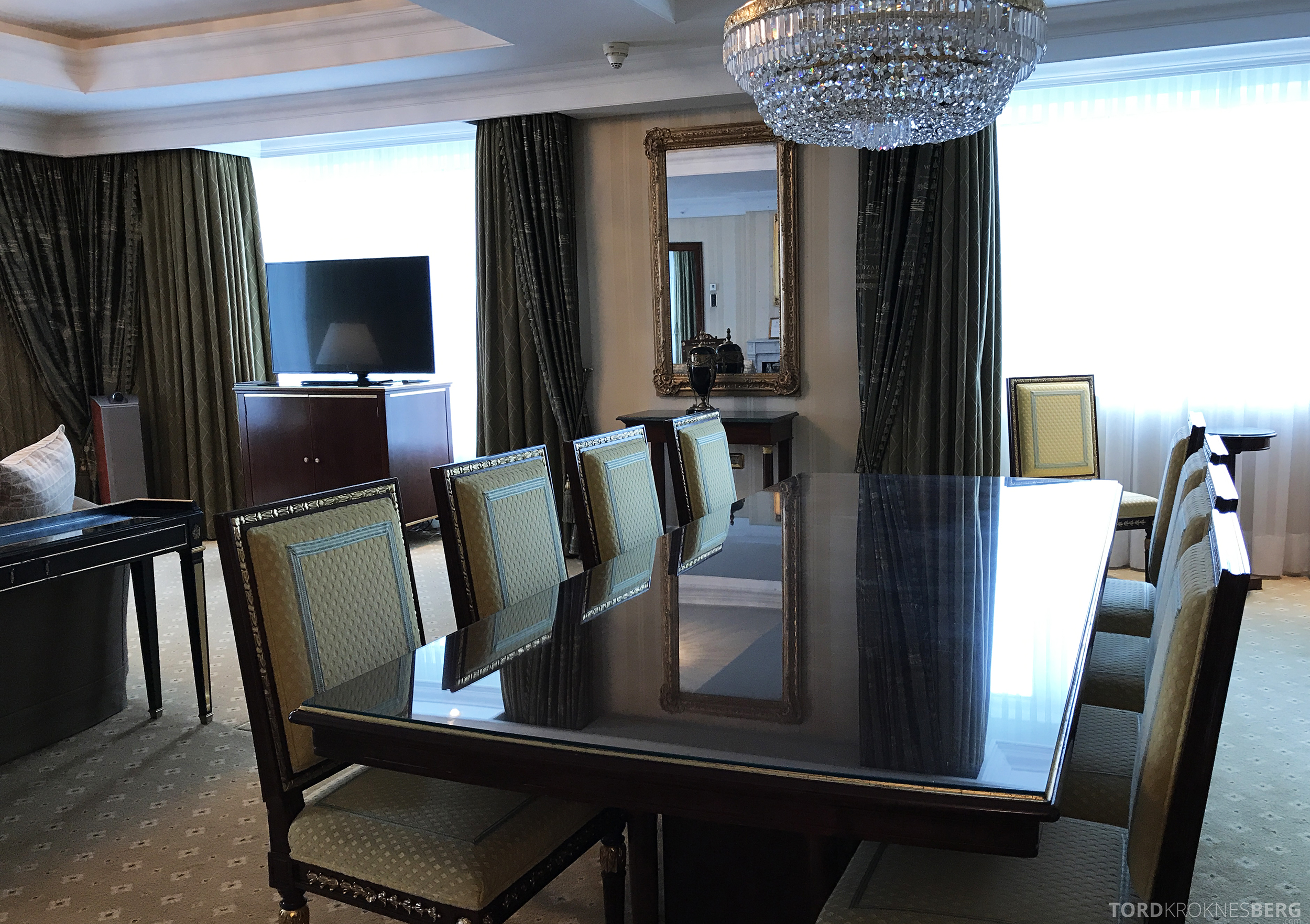 Ritz-Carlton Berlin Presidential Suite spisebord