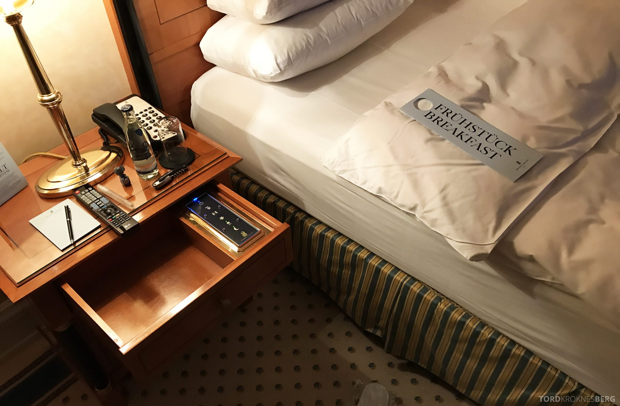 The Ritz-Carlton Berlin turndown service frokost
