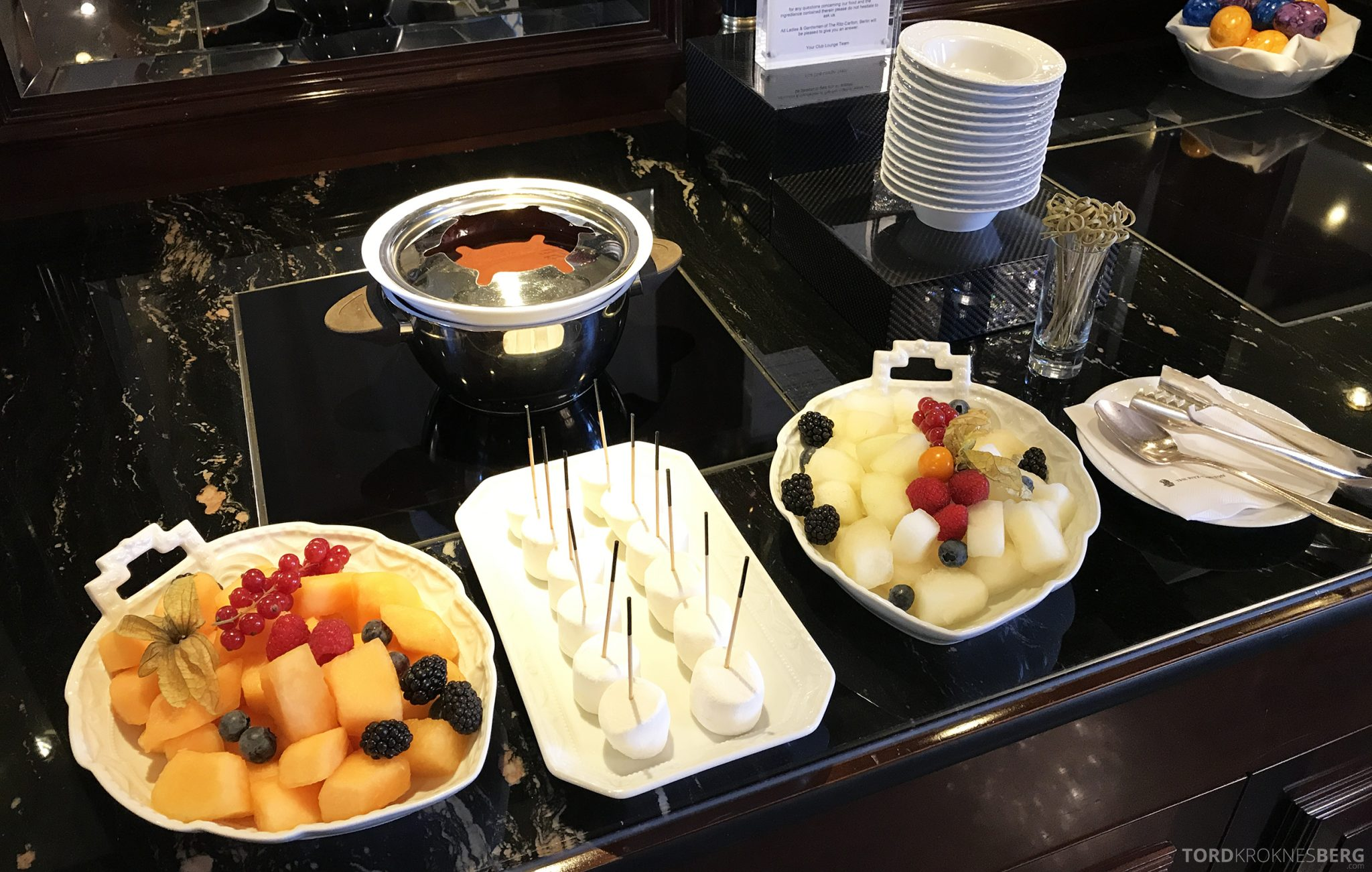 The Ritz-Carlton Berlin Club Lounge afternoon tea fondue