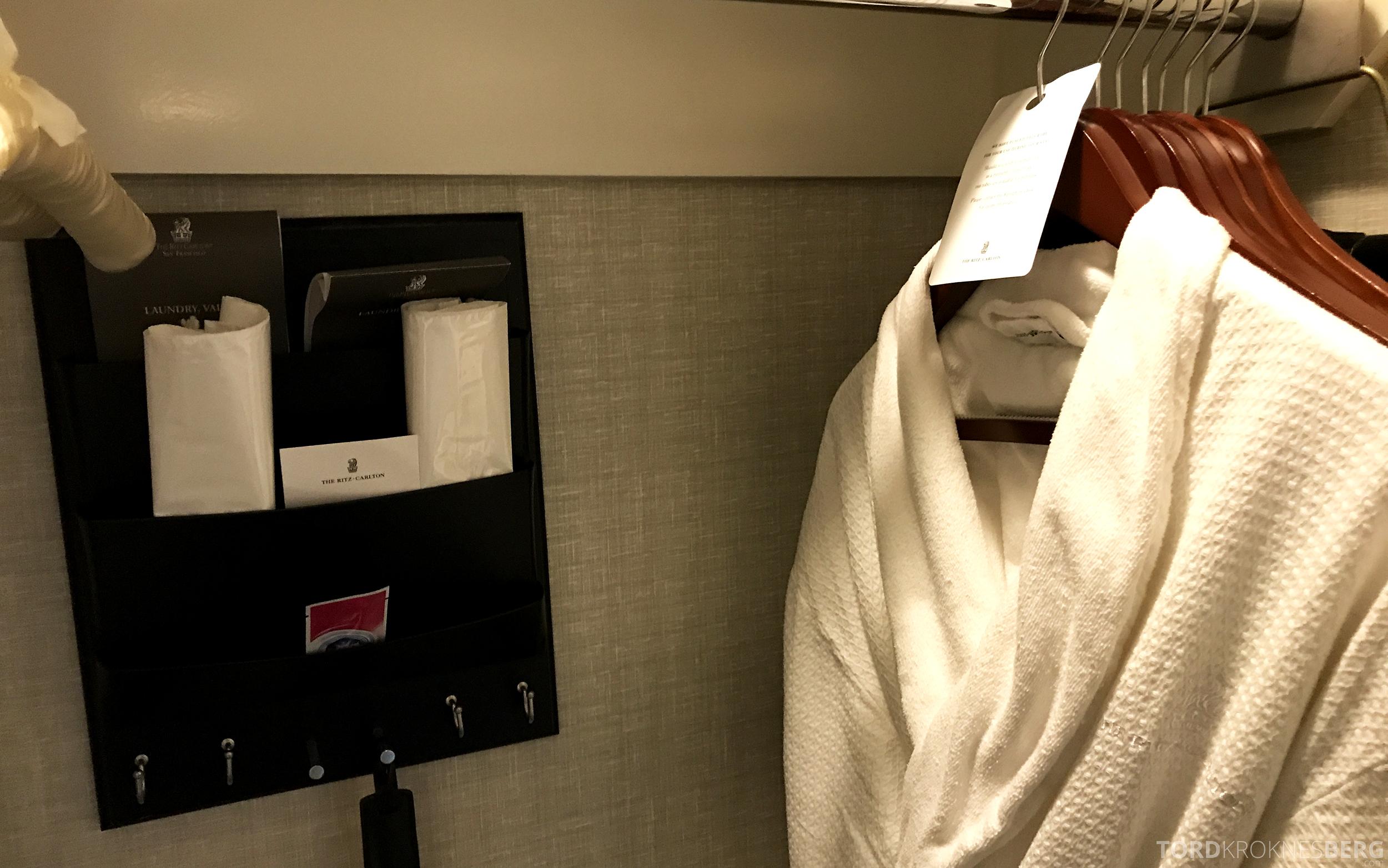 Ritz-Carlton San Francisco Hotel badekåpe og skopussesett