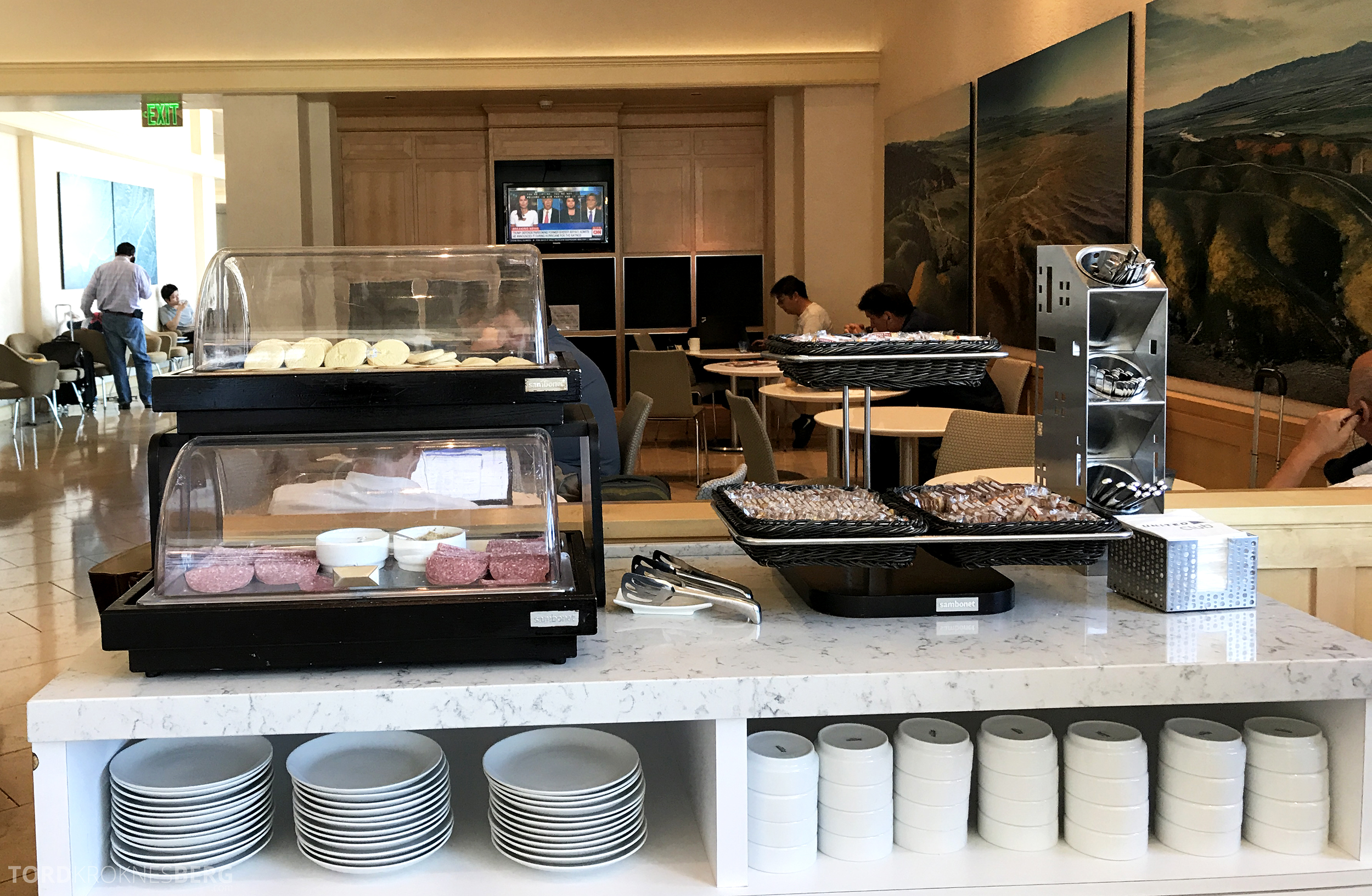 United Club Lounge San Francisco buffet mat