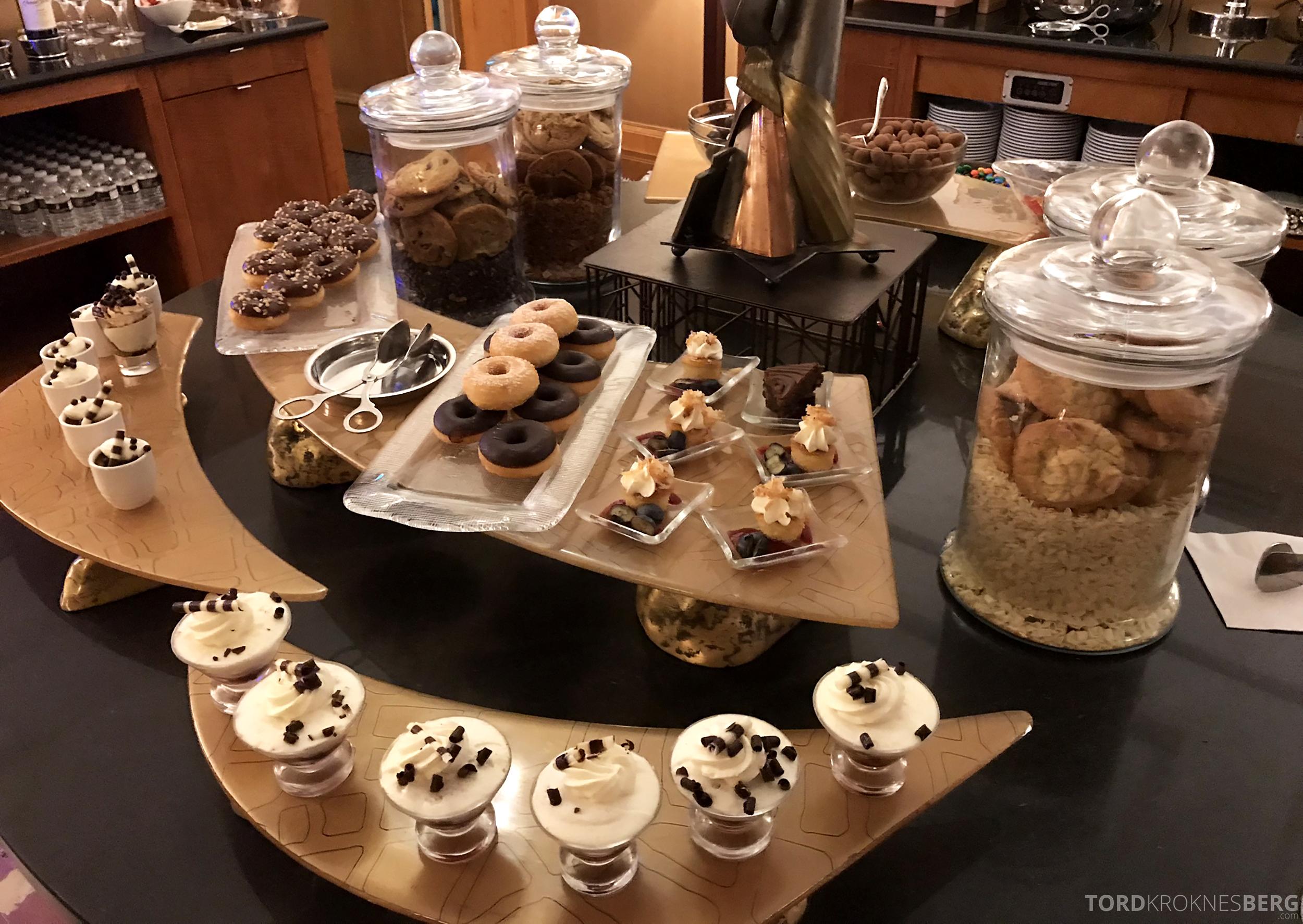 Ritz-Carlton New York Club Lounge desserter