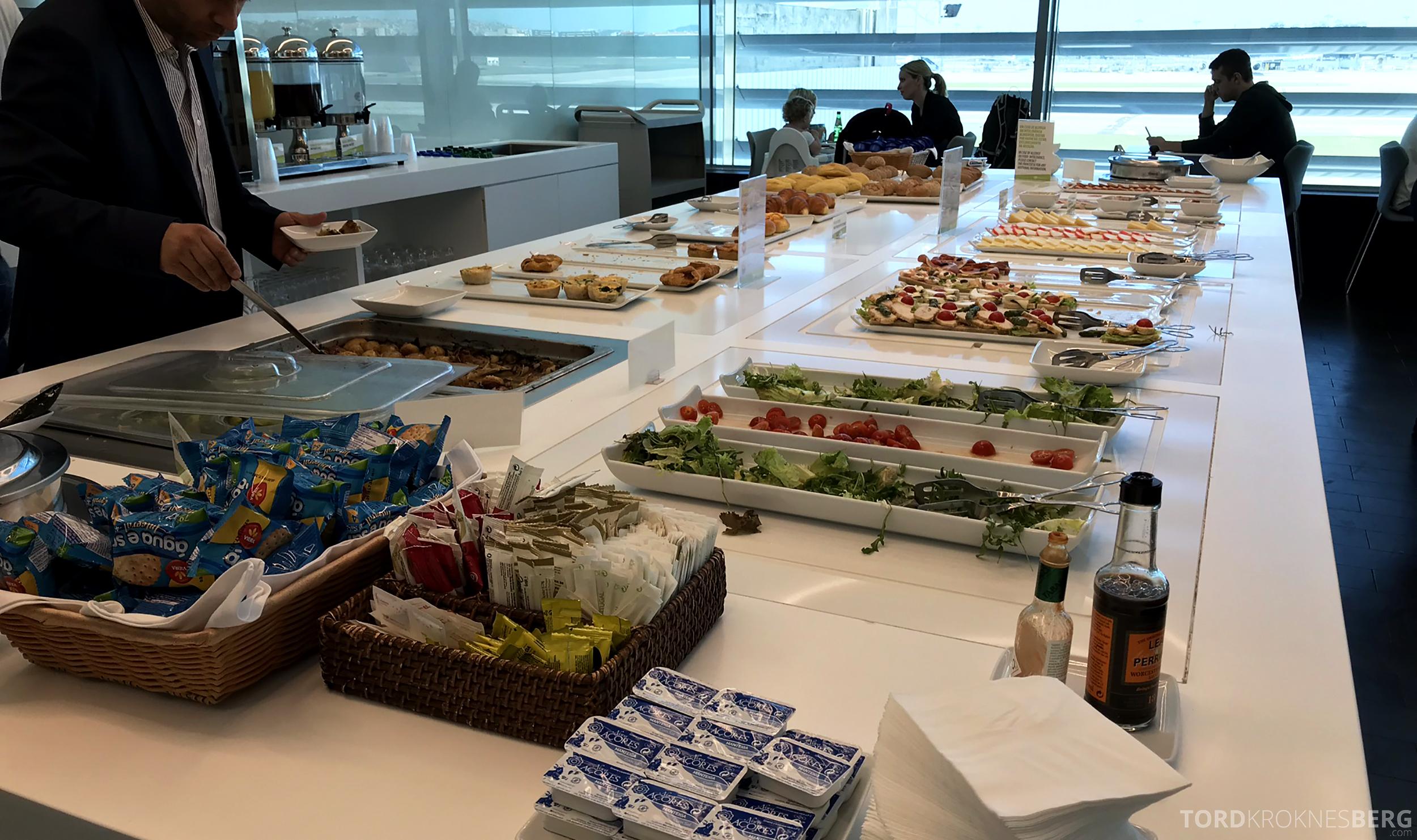 TAP Lounge Lisbon buffet