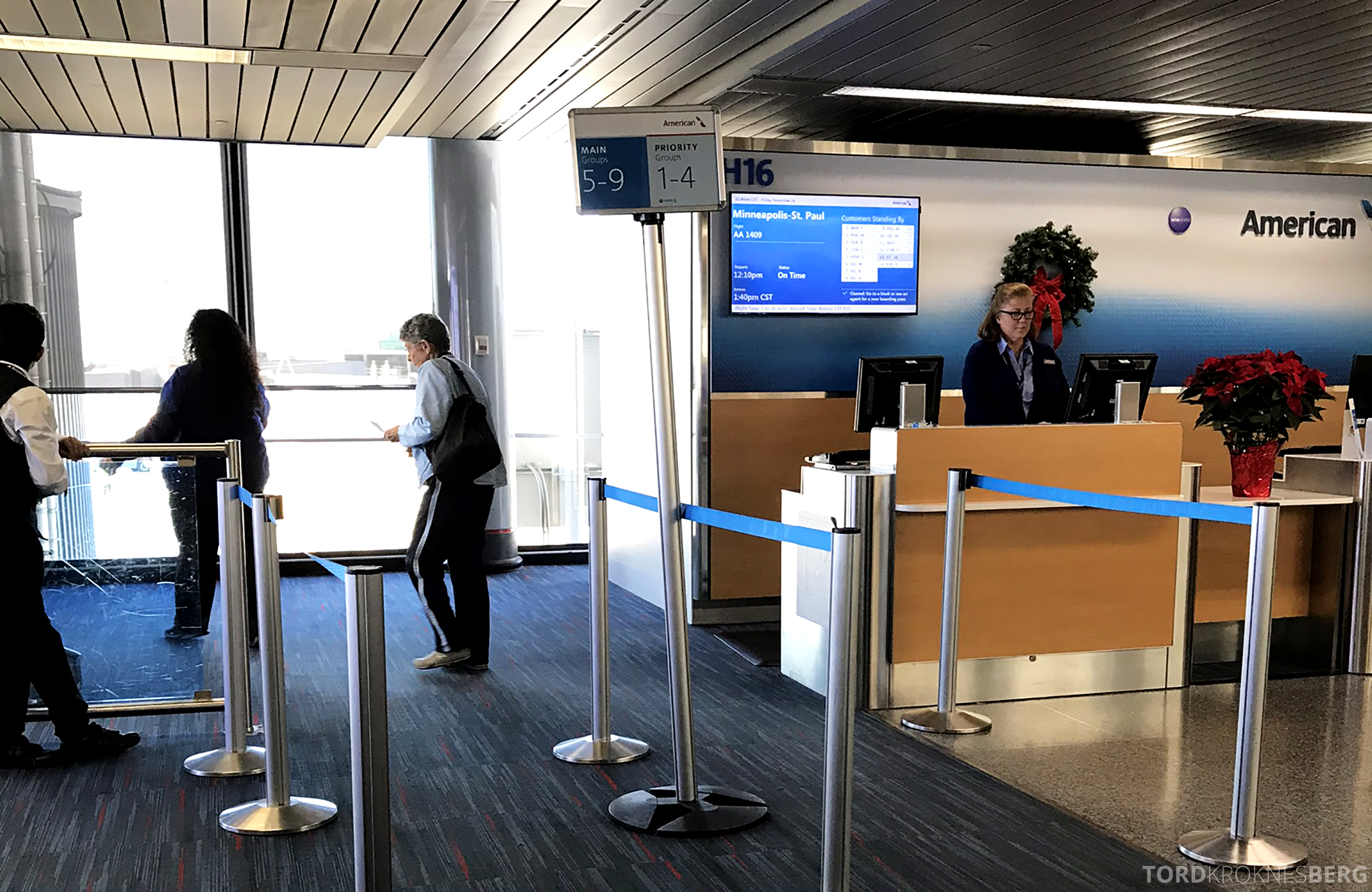 American Airlines First Class Chicago Minneapolis gate