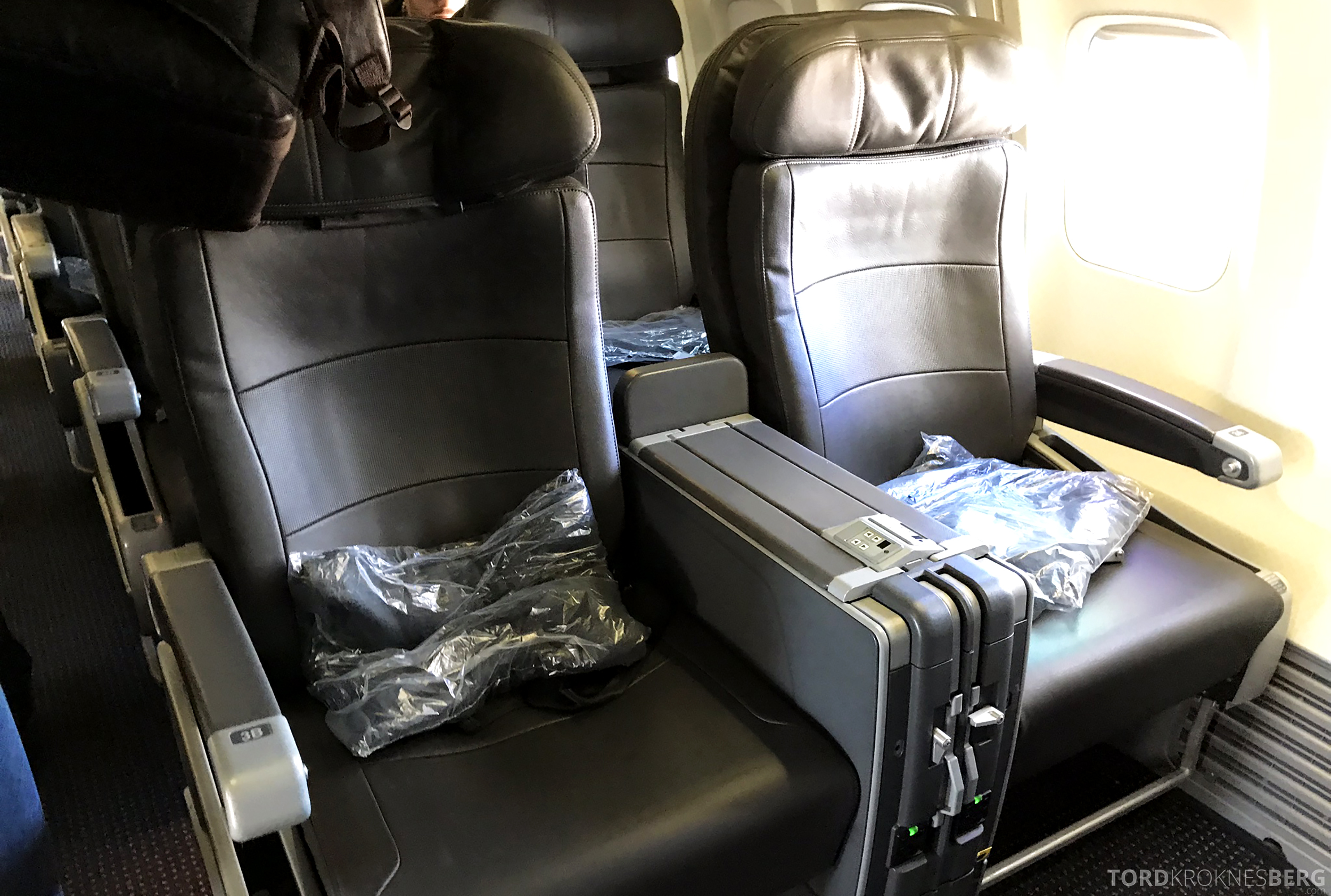 American Airlines First Class Chicago Minneapolis sete