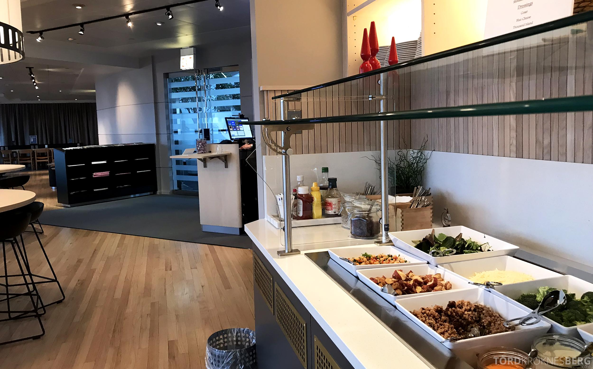 SAS Lounge Chicago buffet