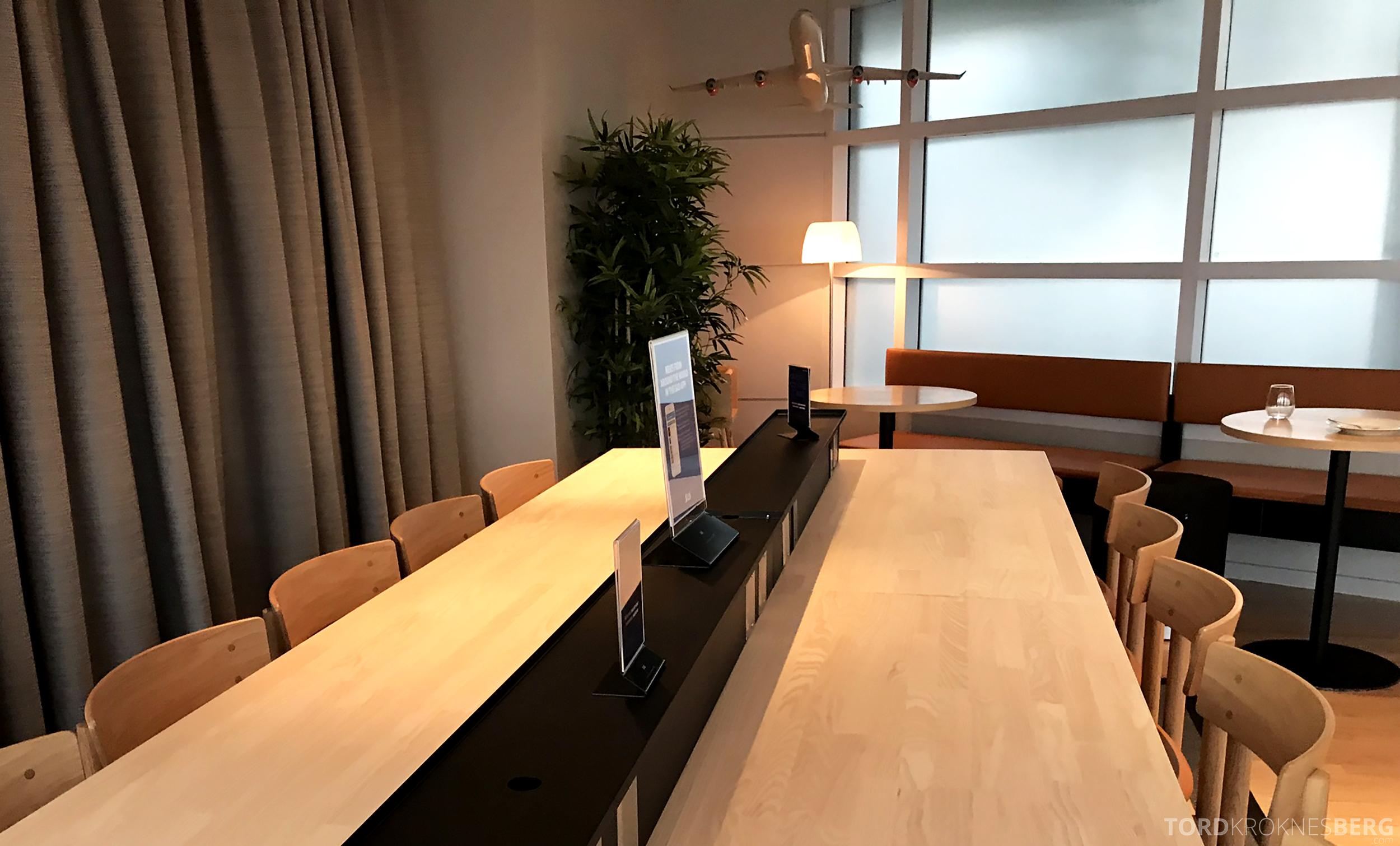 SAS Lounge Chicago langbord