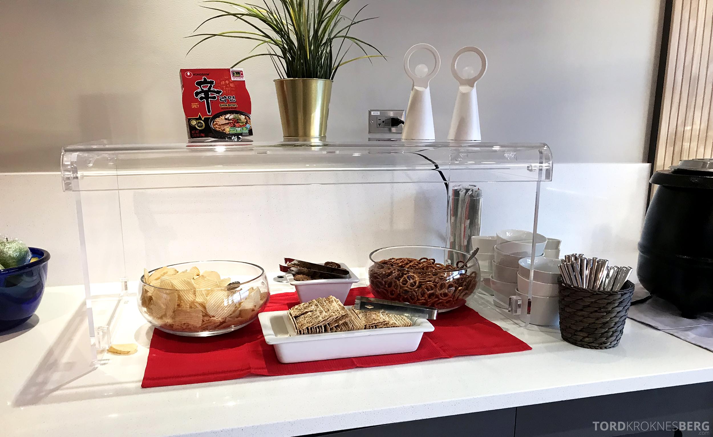SAS Lounge Chicago snacks
