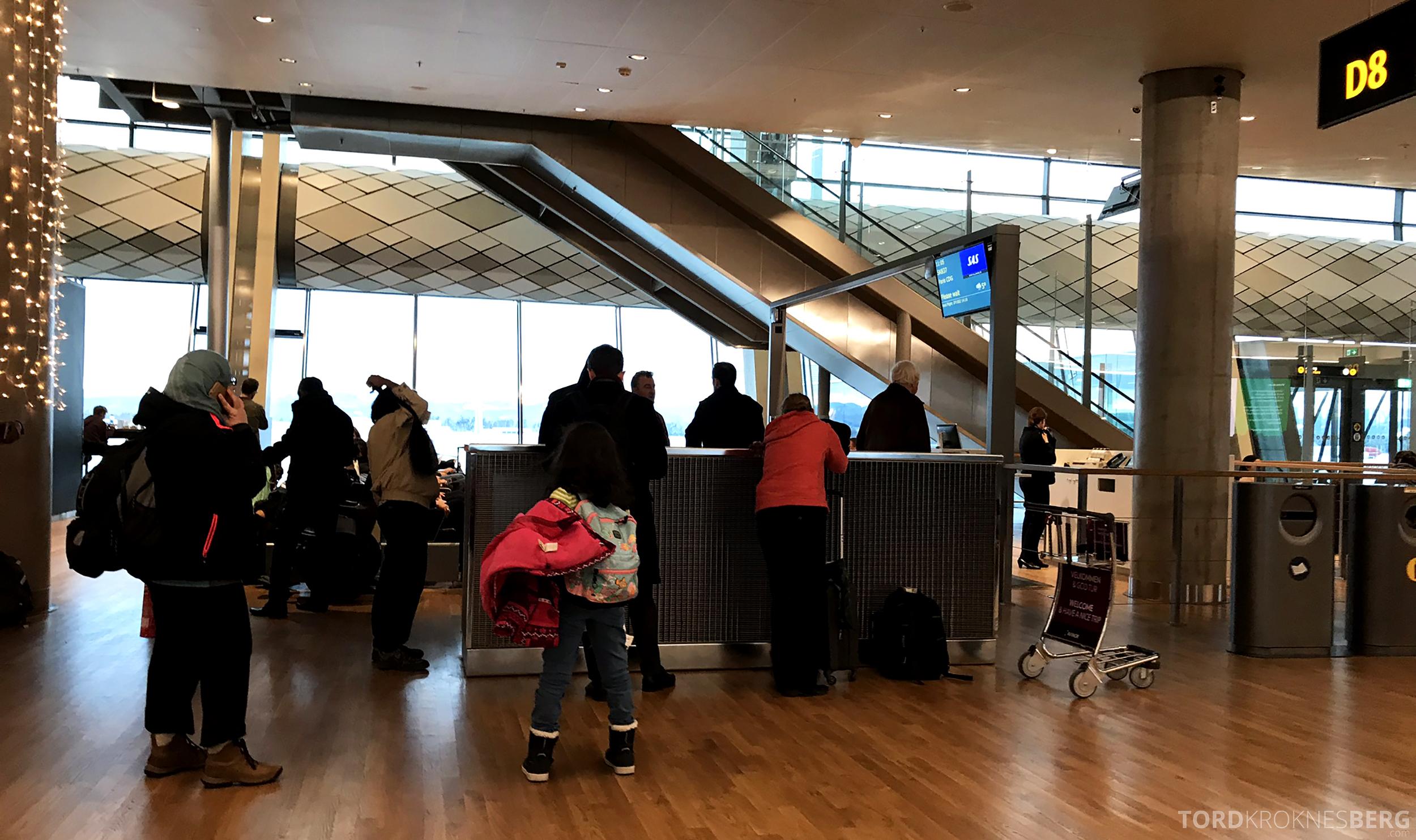 SAS Plus Oslo Paris gate