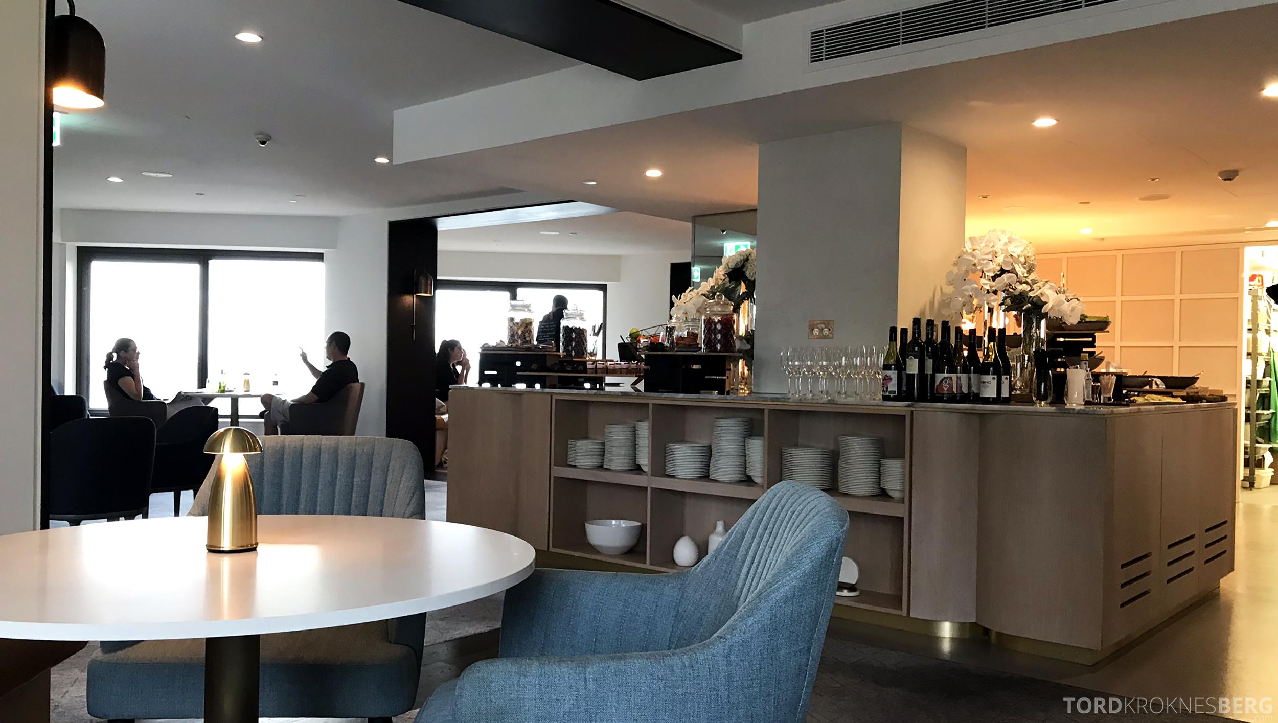 Four Seasons Hotel Sydney Lounge 32 hors d'oeuvre buffet