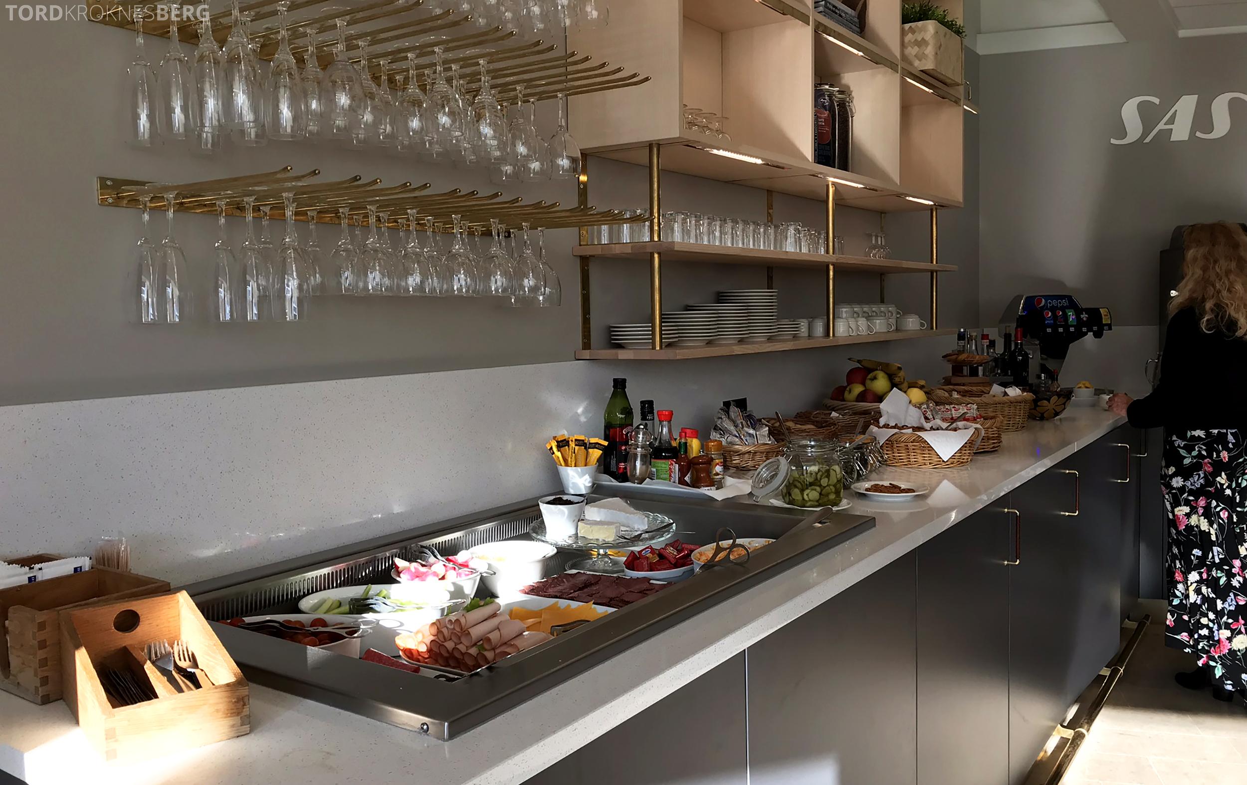 SAS Plus Paris Oslo lounge buffet