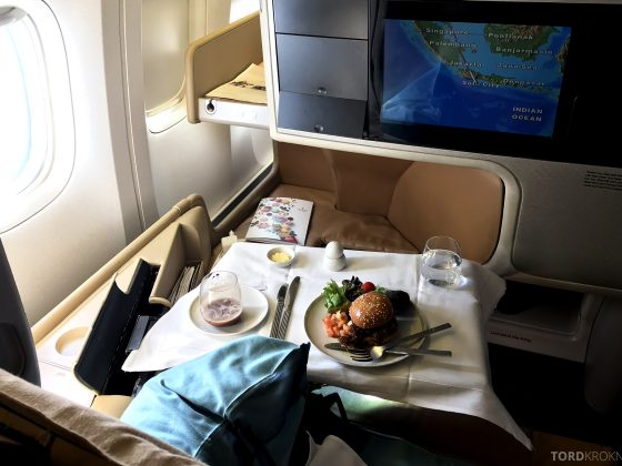 Singapore Airlines Business Class Brisbane hamburger