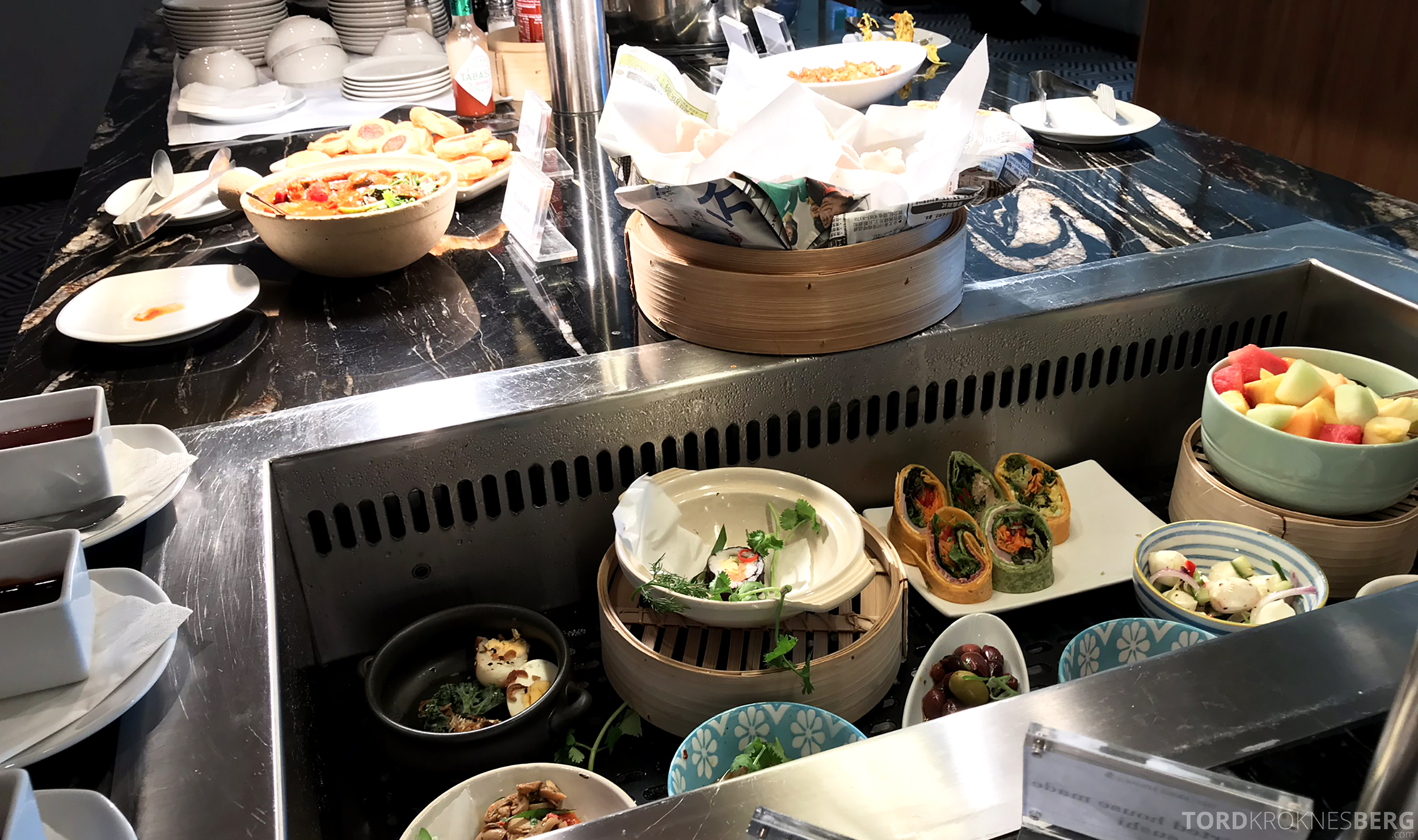 Singapore Airlines SilverKris Lounge Brisbane buffet