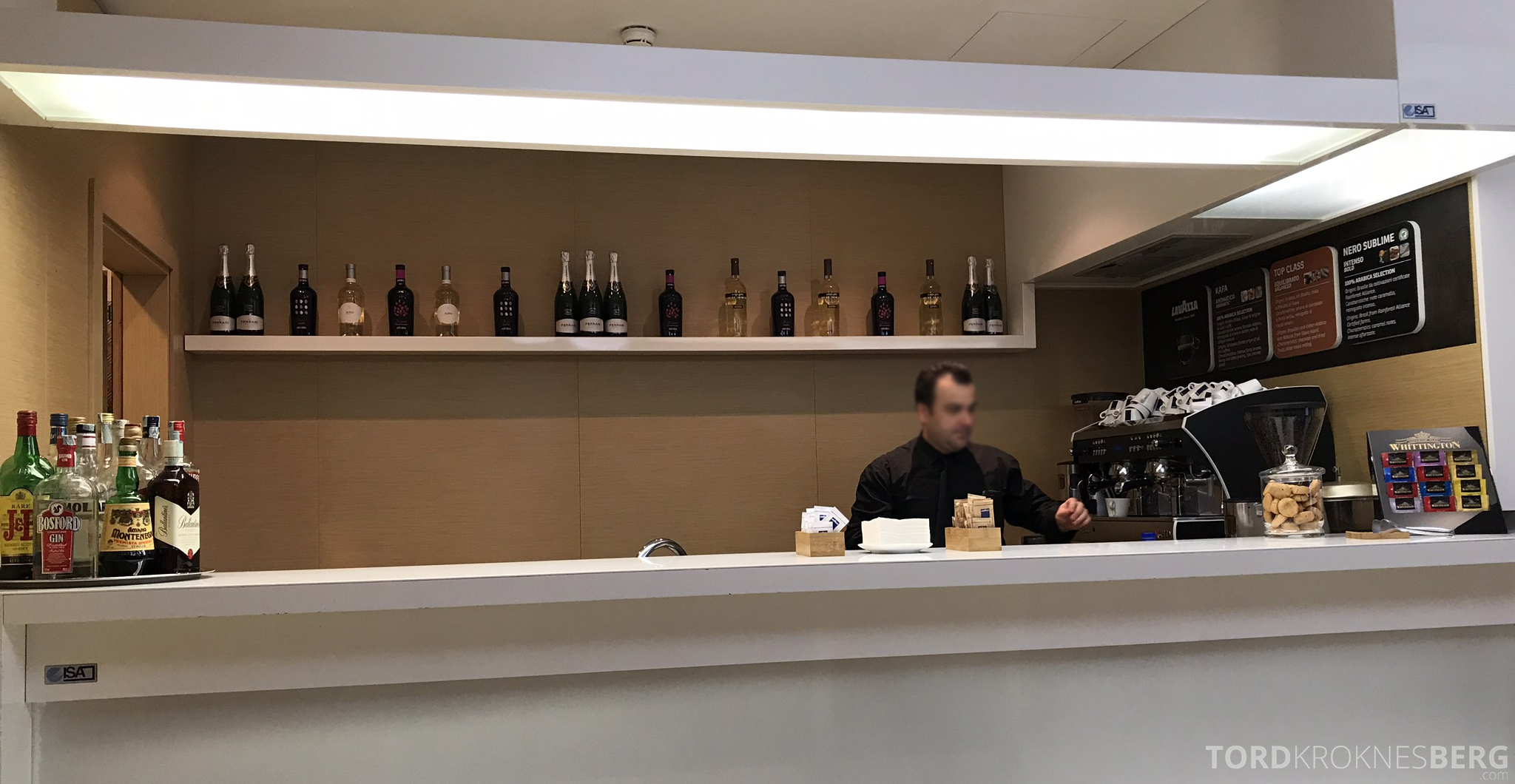Alitalia Lounge Roma betjent bar
