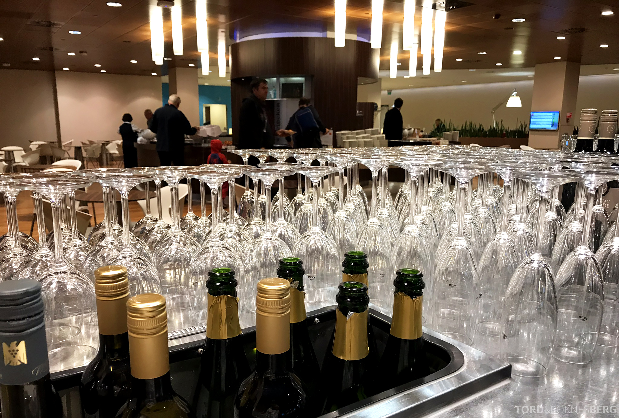KLM Crown Lounge Schiphol Amsterdam champagne