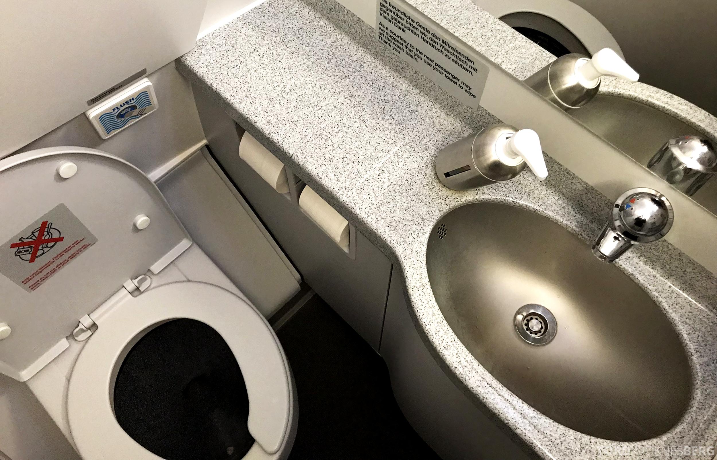 Lufthansa Business Class Oslo Rome toalett
