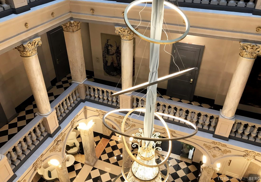 Ritz-Carlton Hotel de la Paix Genève lysekrone