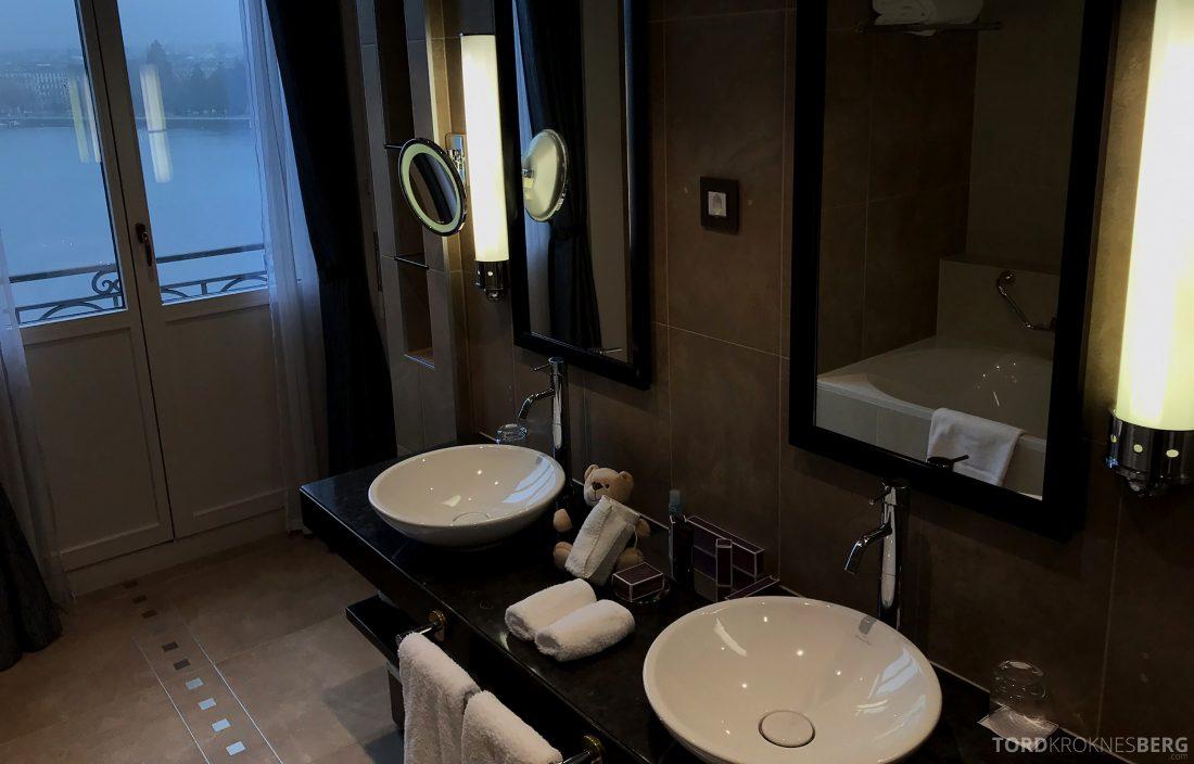 Ritz-Carlton Hotel de la Paix Genève utsikt bad