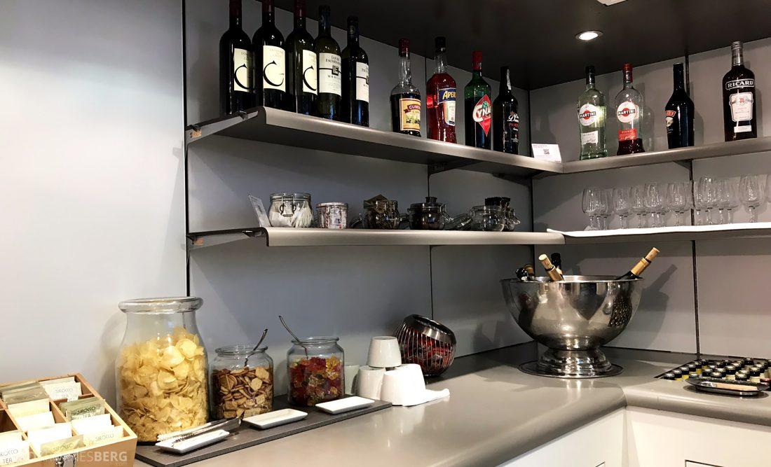 SWISS Senator Lounge Geneva snacks og drikke