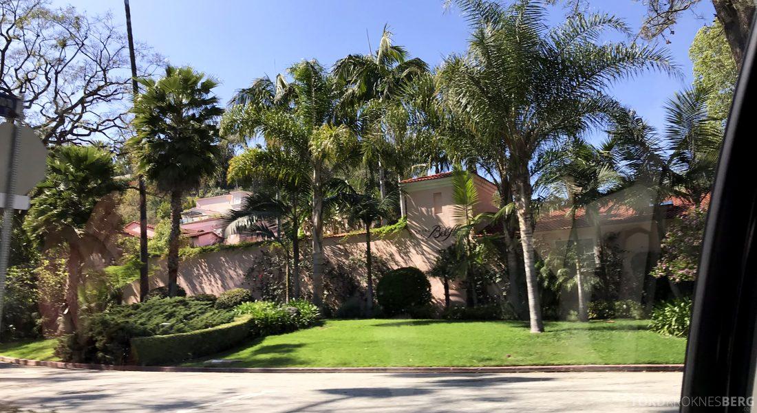 Hotel Vel-Air Los Angeles innkjørsel