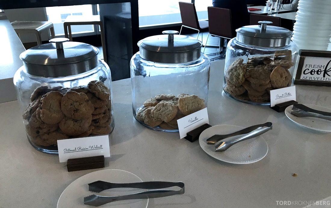 Marriott Hotel LAX Los Angeles Club Lounge cookies