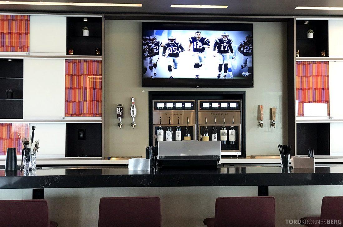 Marriott Hotel LAX Los Angeles Club Lounge bar