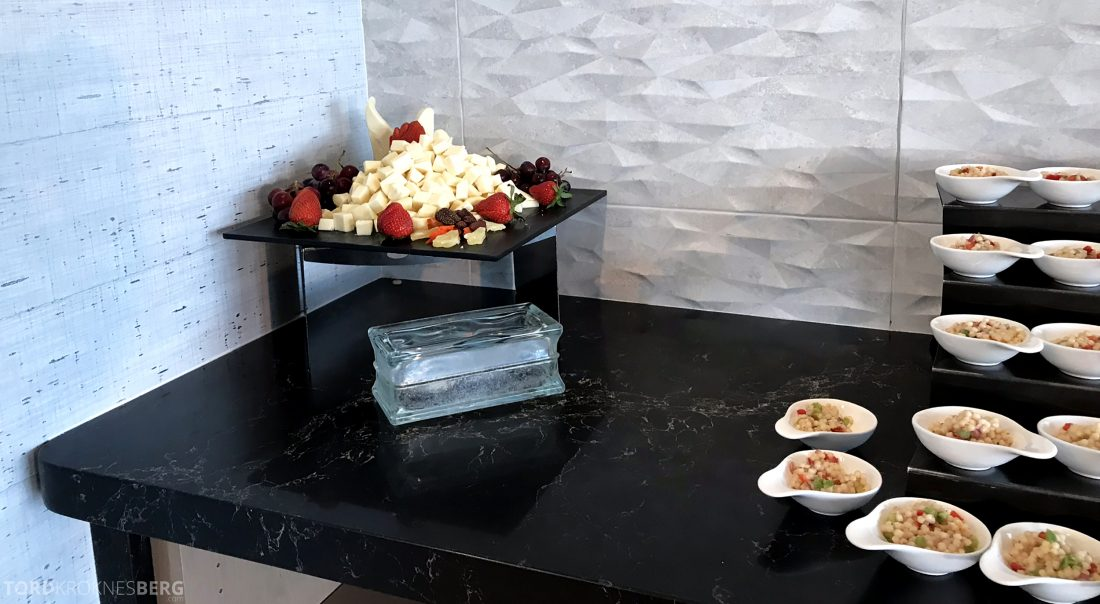 Marriott Hotel LAX Los Angeles Club Lounge hors d'oeuvre ost